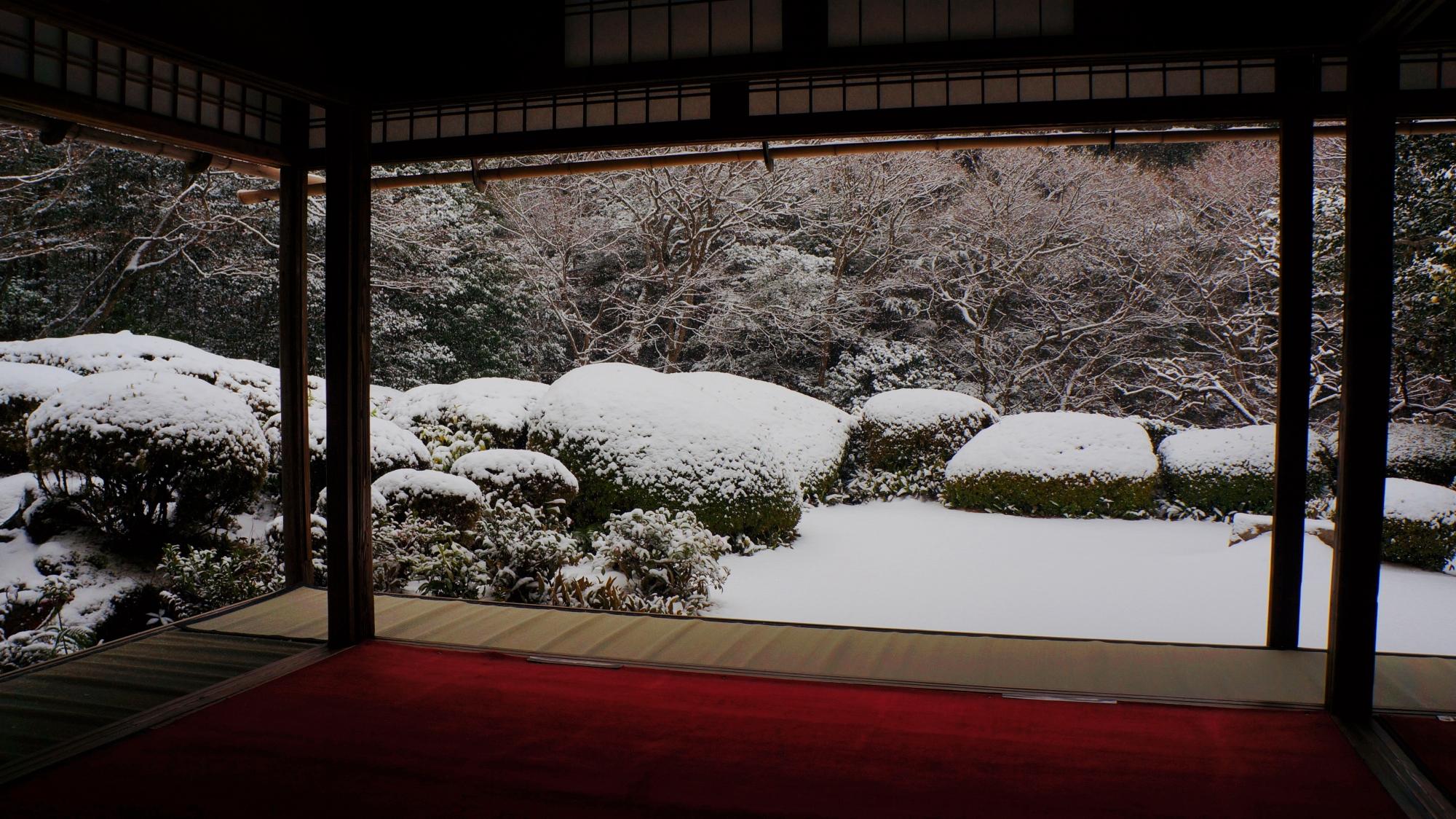 寒さも忘れる雪の詩仙堂