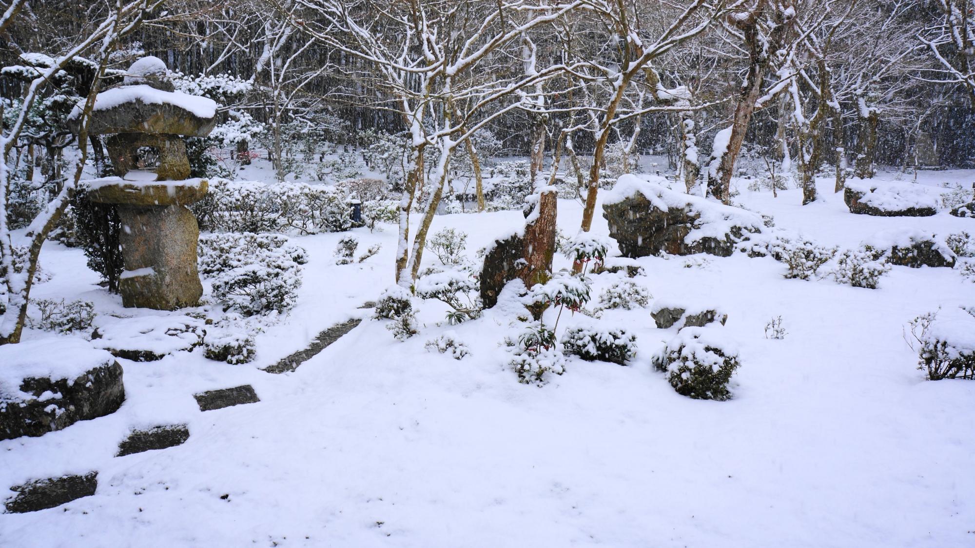 「十牛之庭(じゅうぎゅうのにわ)」の雪景色