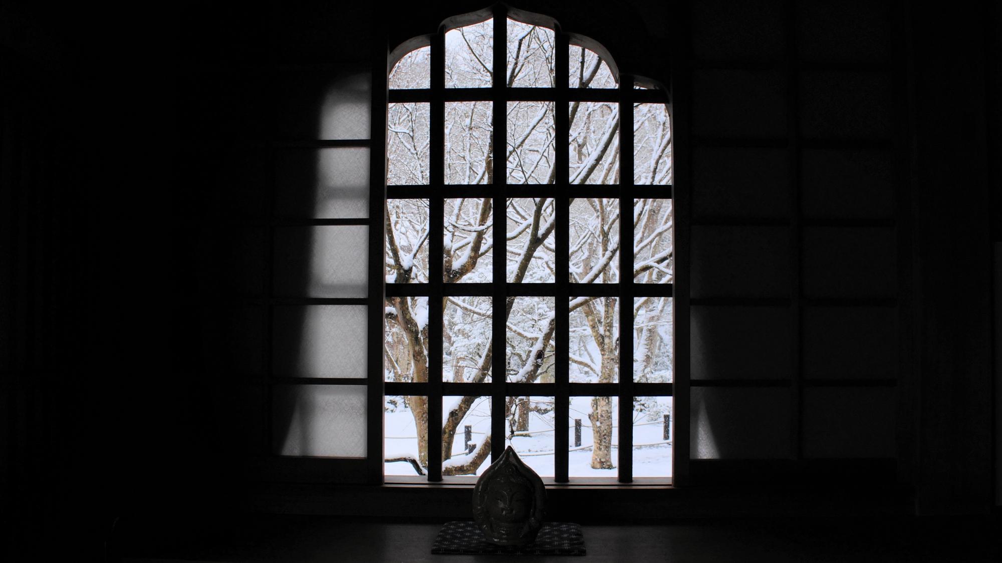 圓光寺の瑞雲閣の中からの眺めた雪景色