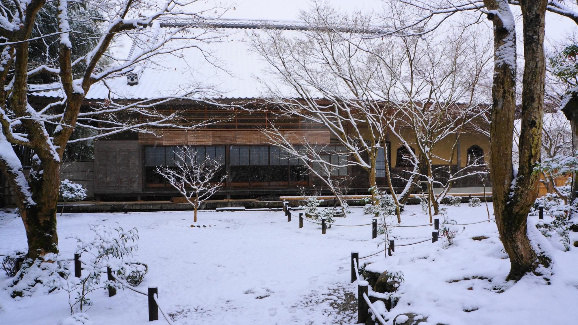 圓光寺の雪と静寂の中に佇む瑞雲閣