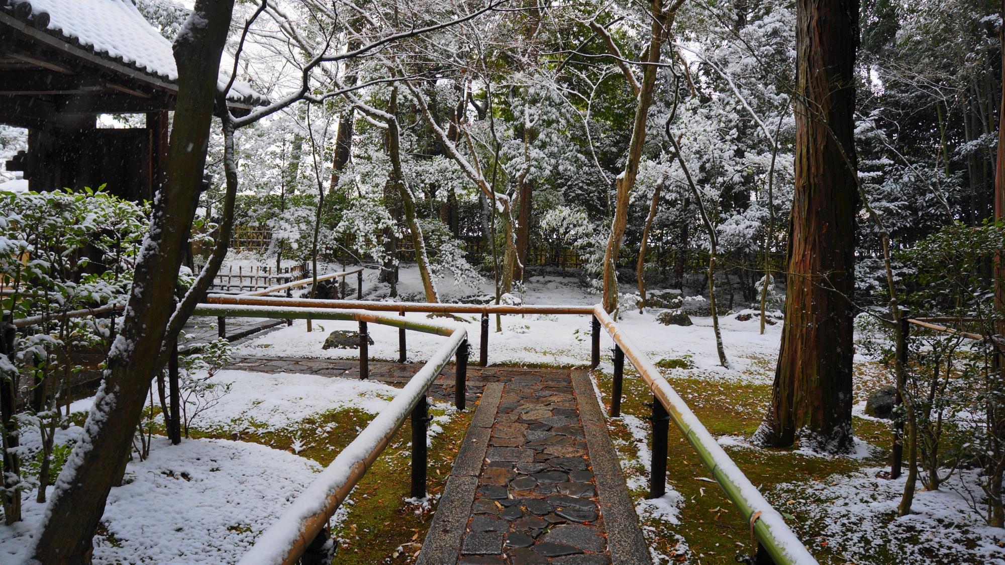 表門付近の雪景色