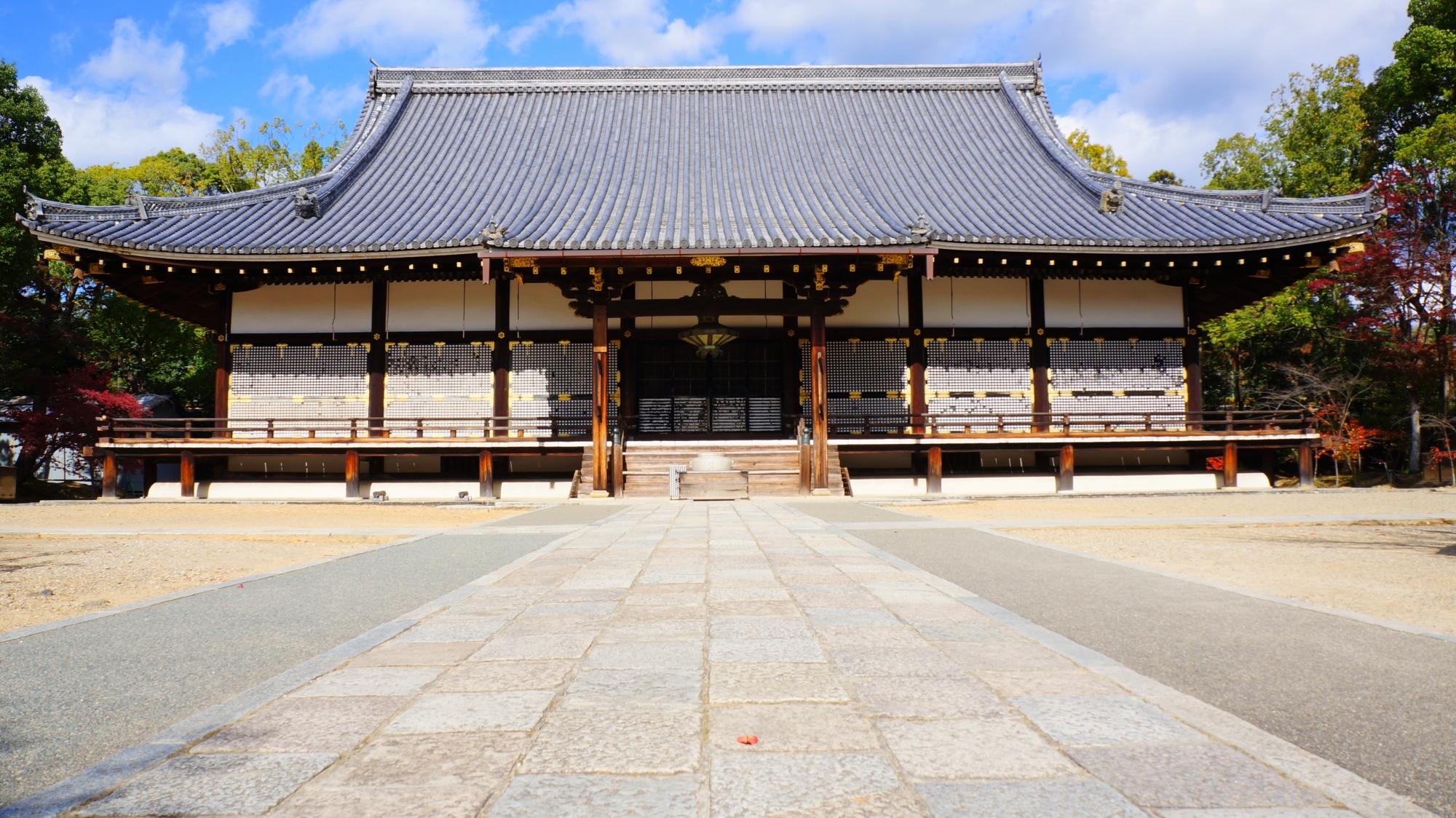 仁和寺の雄大な金堂