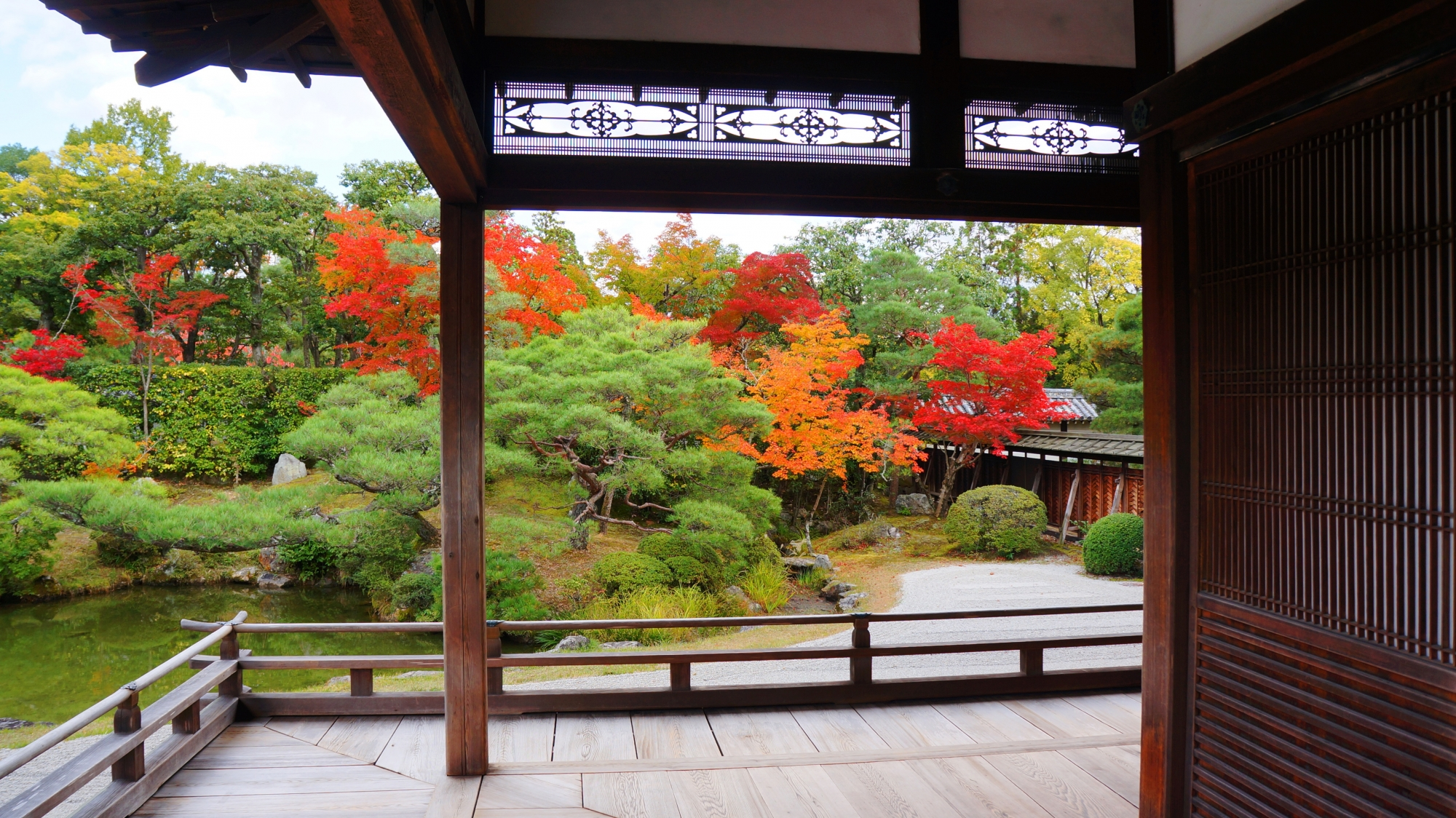 紅葉の時期は以外と空いている世界遺産に登録されている仁和寺