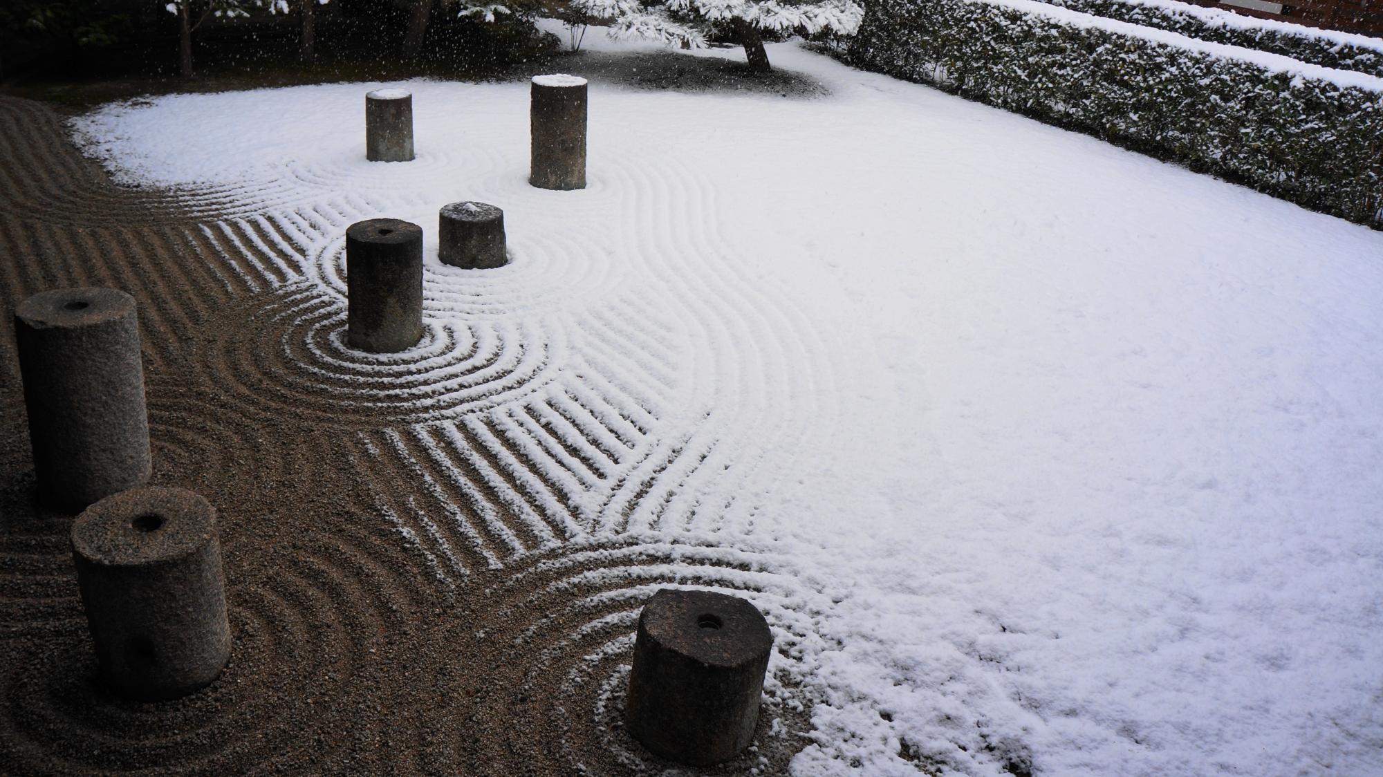 東福寺の方丈東庭(方丈庭園東庭)の雪景色