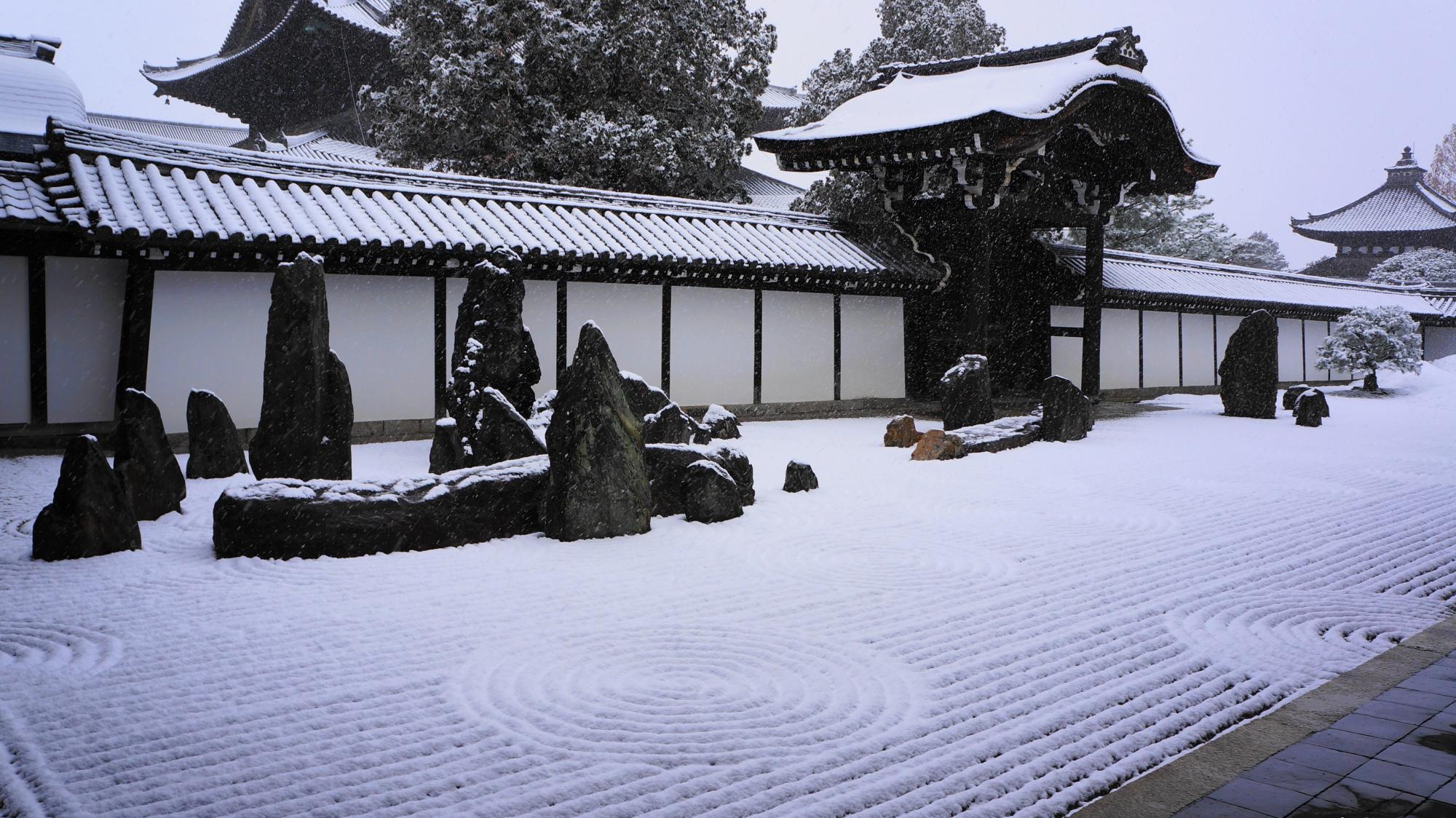 東福寺の方丈南庭(方丈庭園南庭)の雪景色