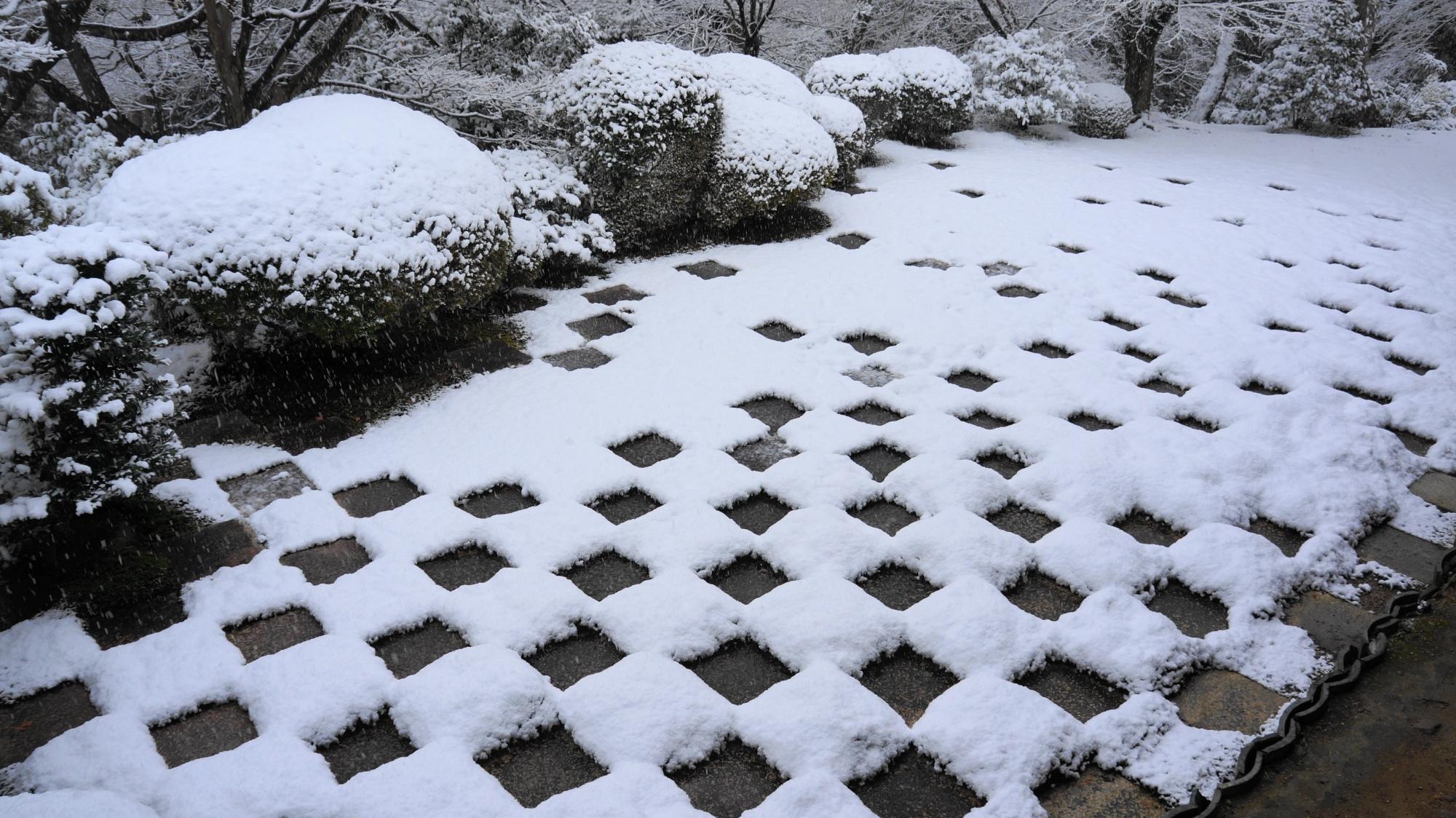 東福寺の方丈北庭(方丈庭園北庭)の雪景色