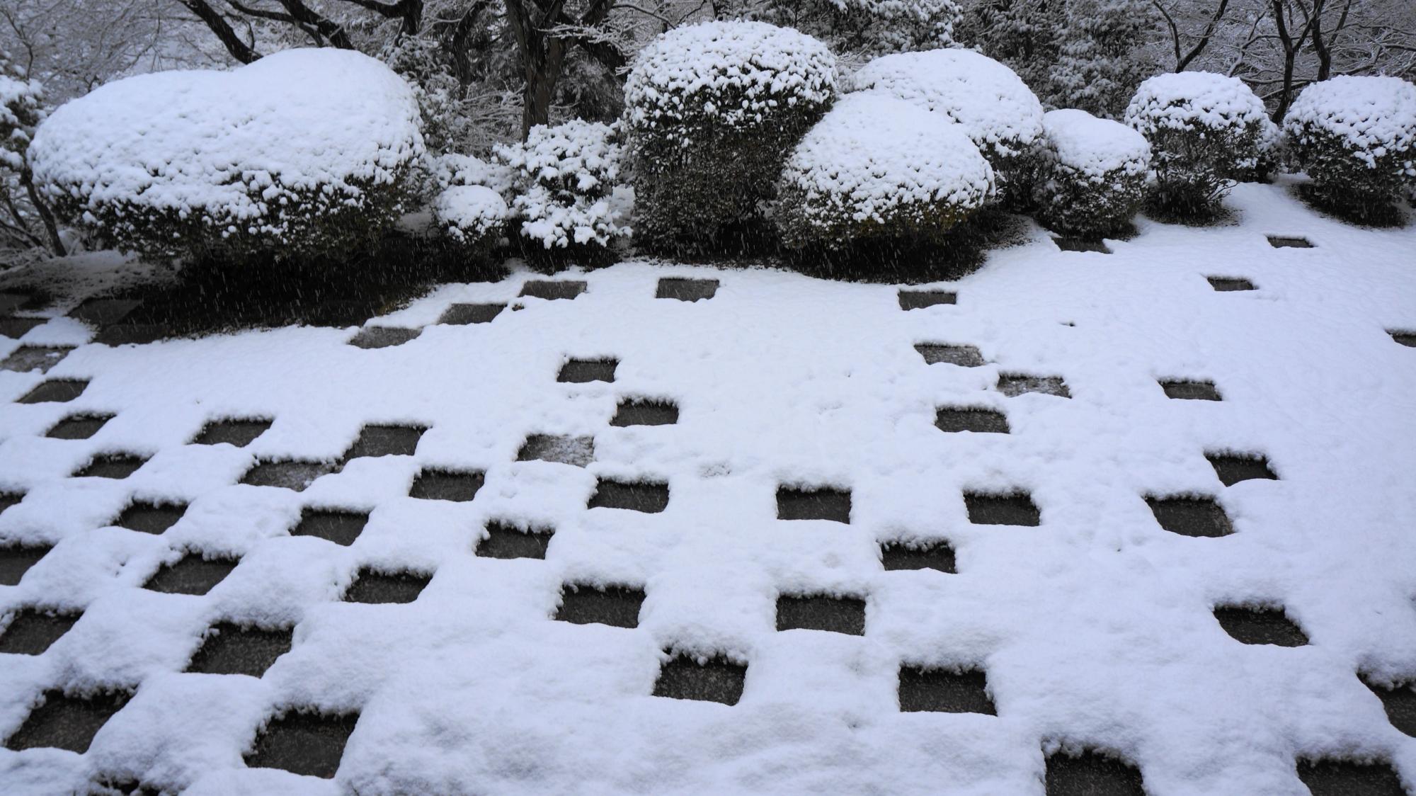 高画質 写真 東福寺方丈北庭 雪