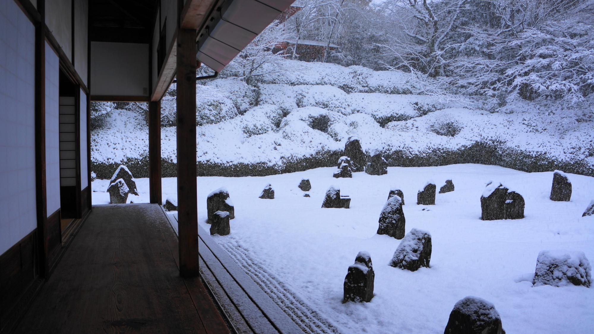 高画質 写真 光明院 雪景色 波心庭