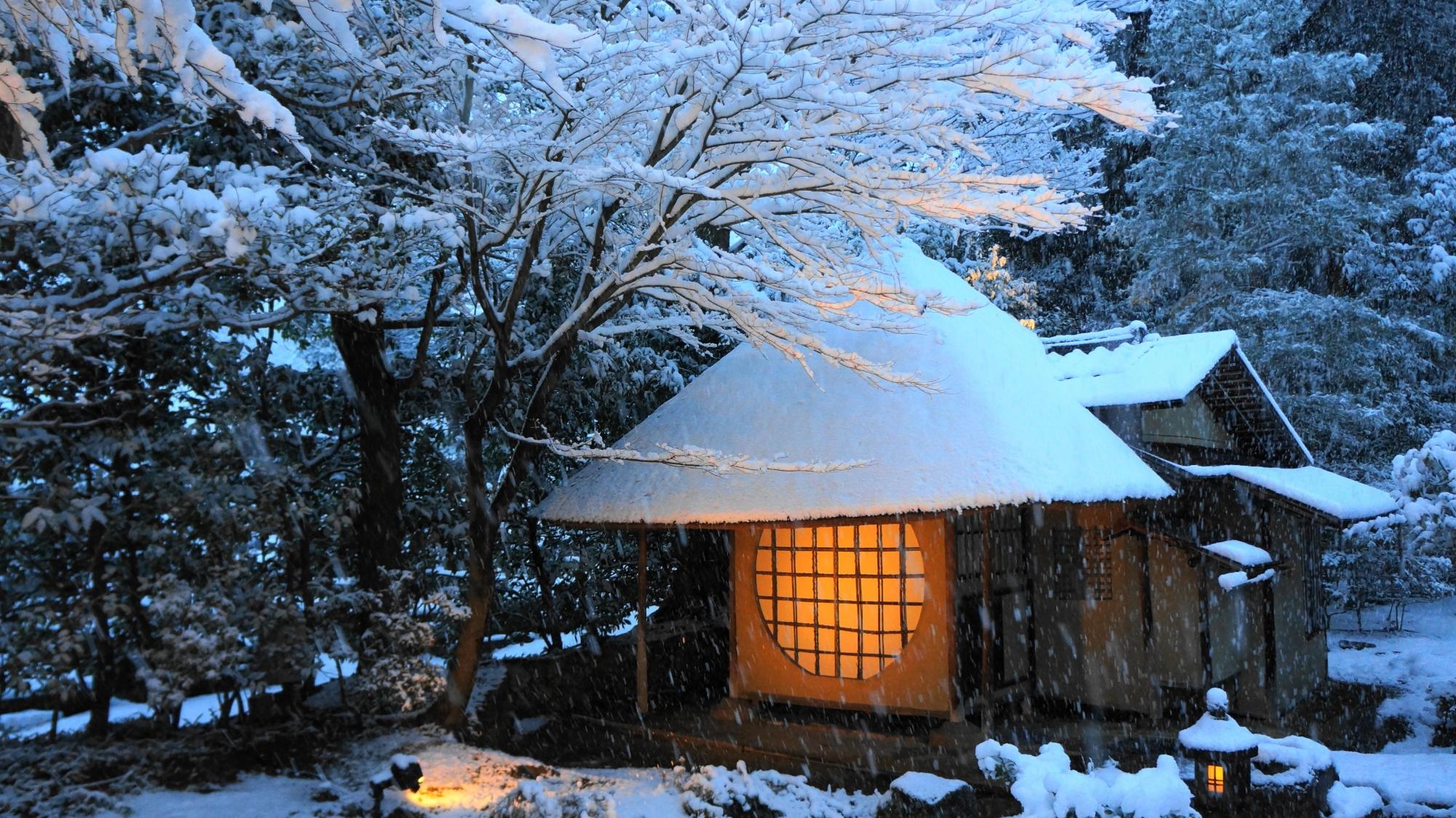 高台寺の遺芳庵の雪景色
