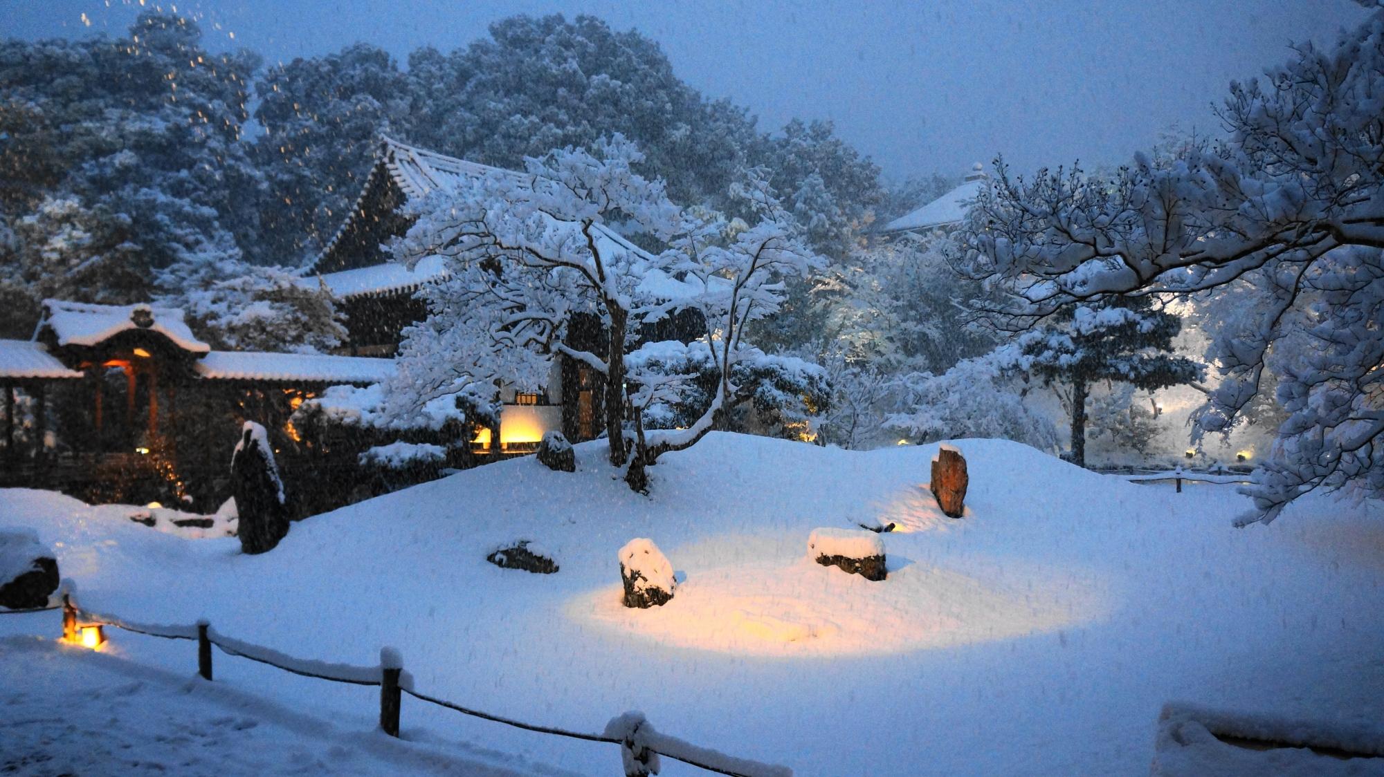 高台寺庭園の雪景色