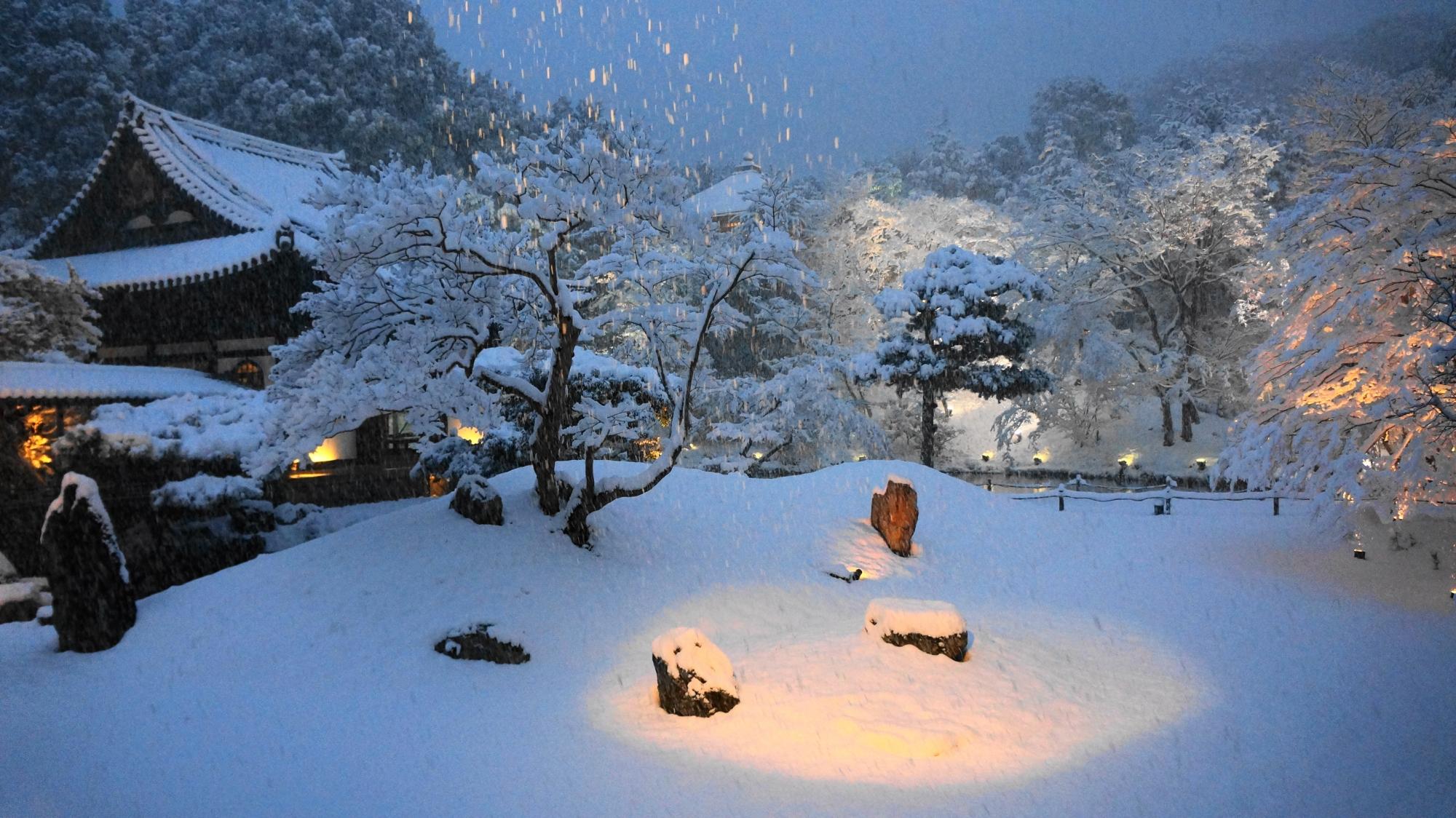 61年ぶりの大雪となった京都の高台寺
