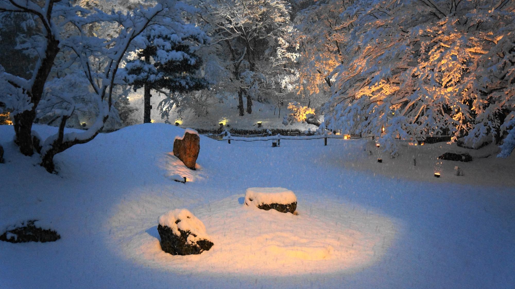 高台寺のふかふかの雪