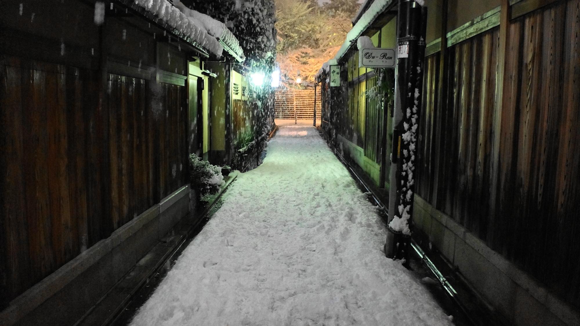 ねねの道と石塀小路の雪景色