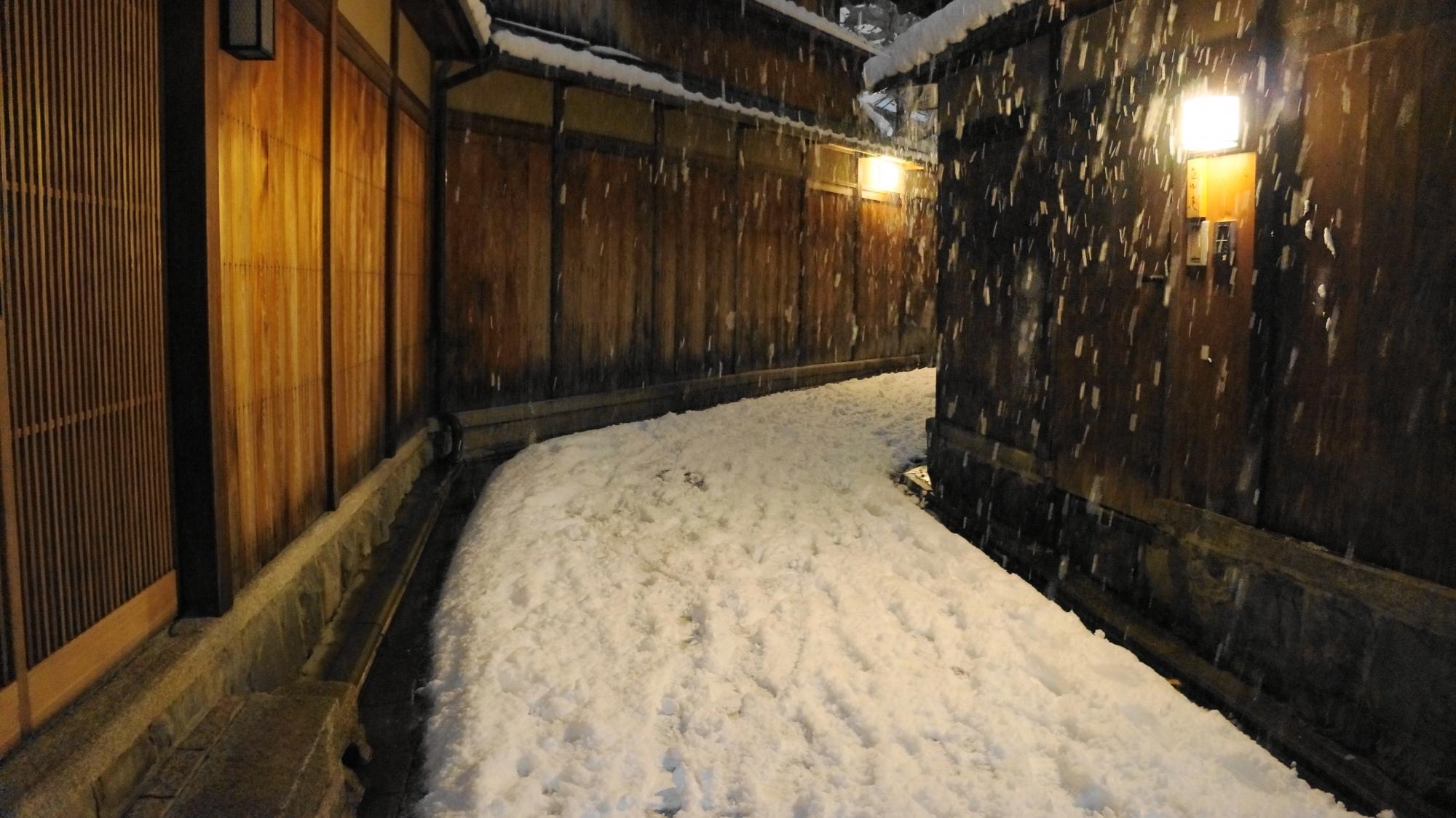 高画質 写真 石塀小路 雪景色