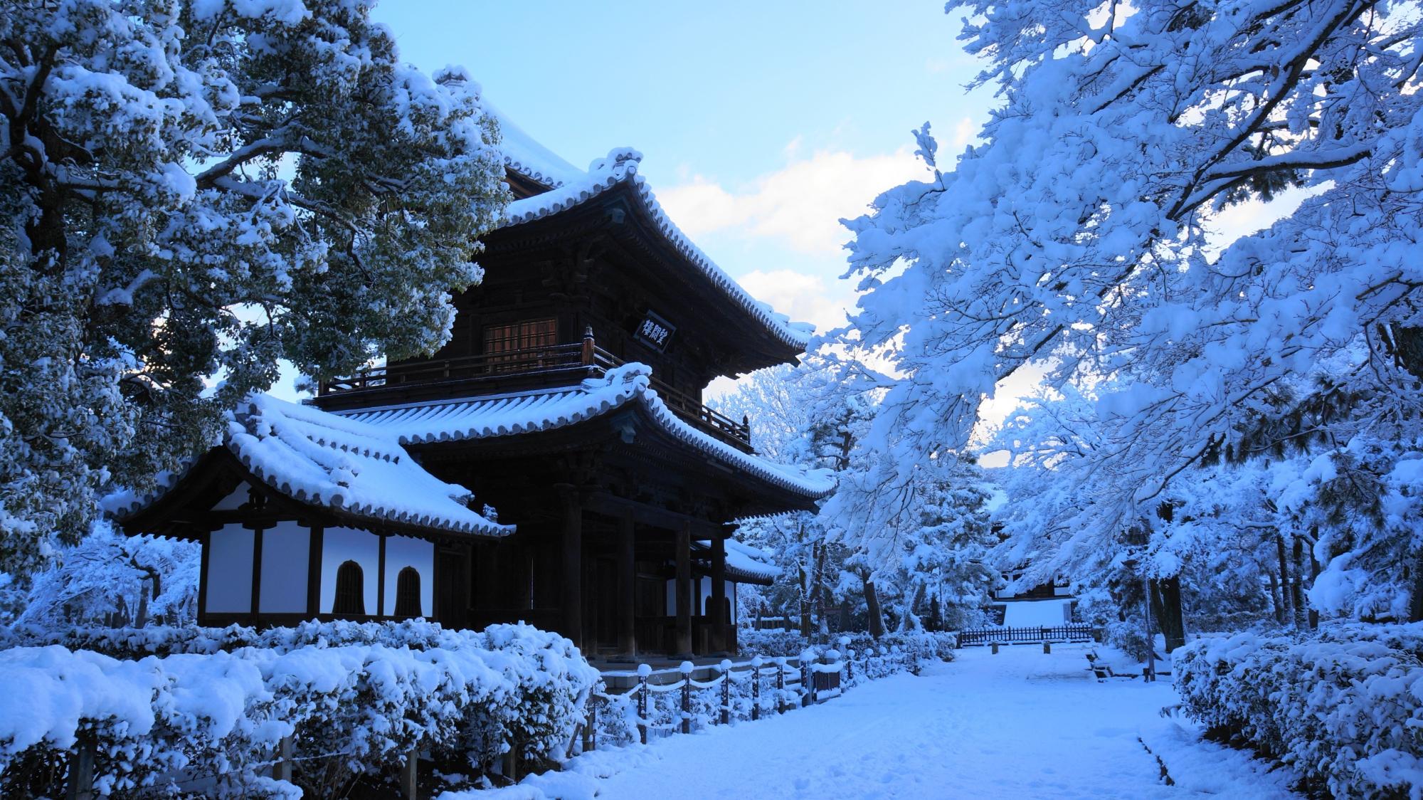 高画質 写真 建仁寺 雪景色