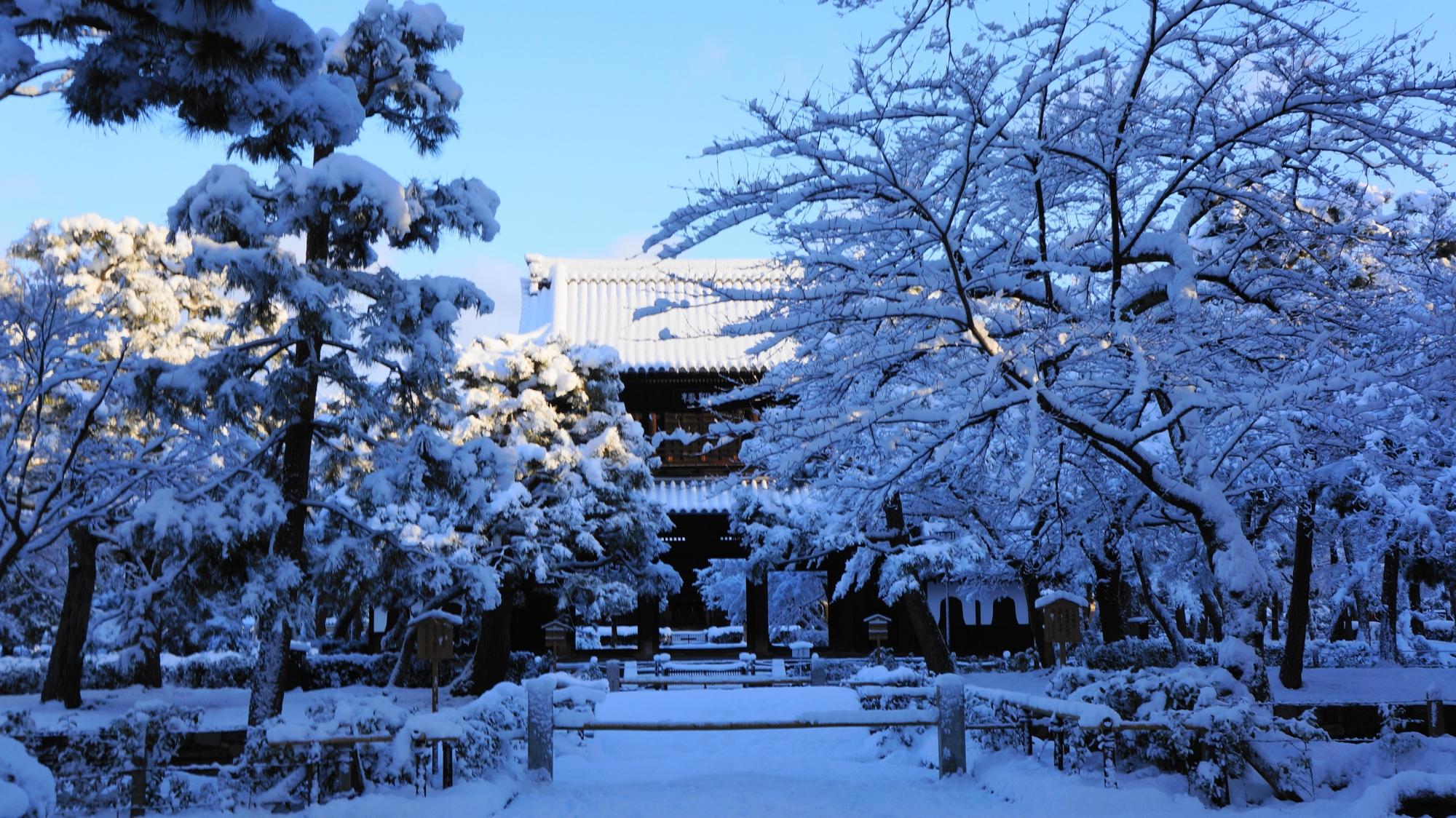 建仁寺の素晴らしい雪景色