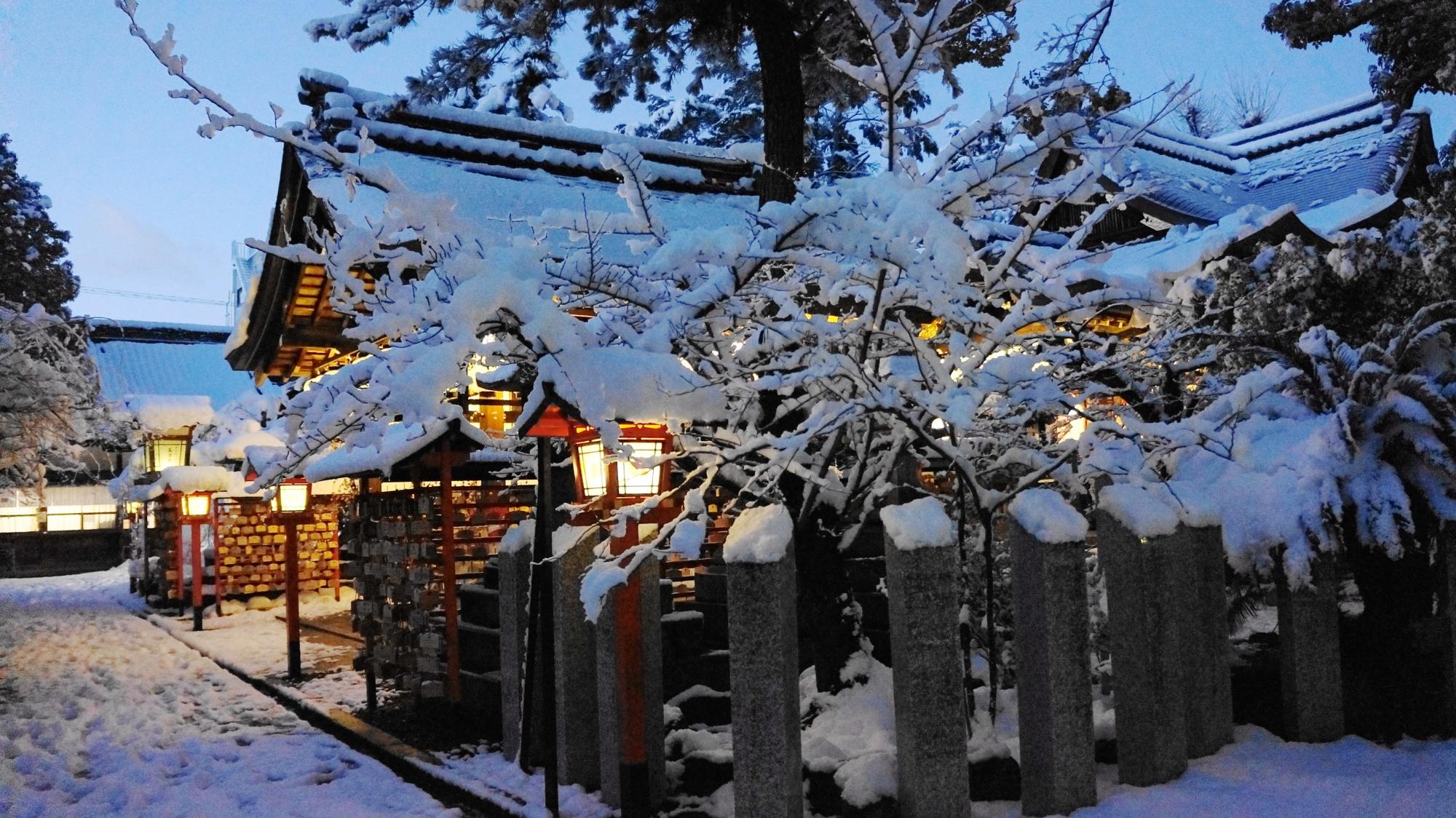 厳かな雰囲気が漂う冬の安井金比羅宮