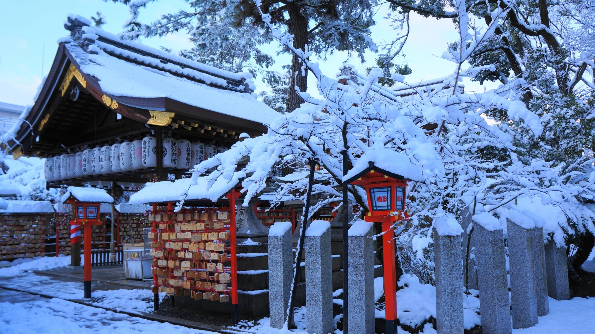 安井金比羅宮 雪 高画質 写真