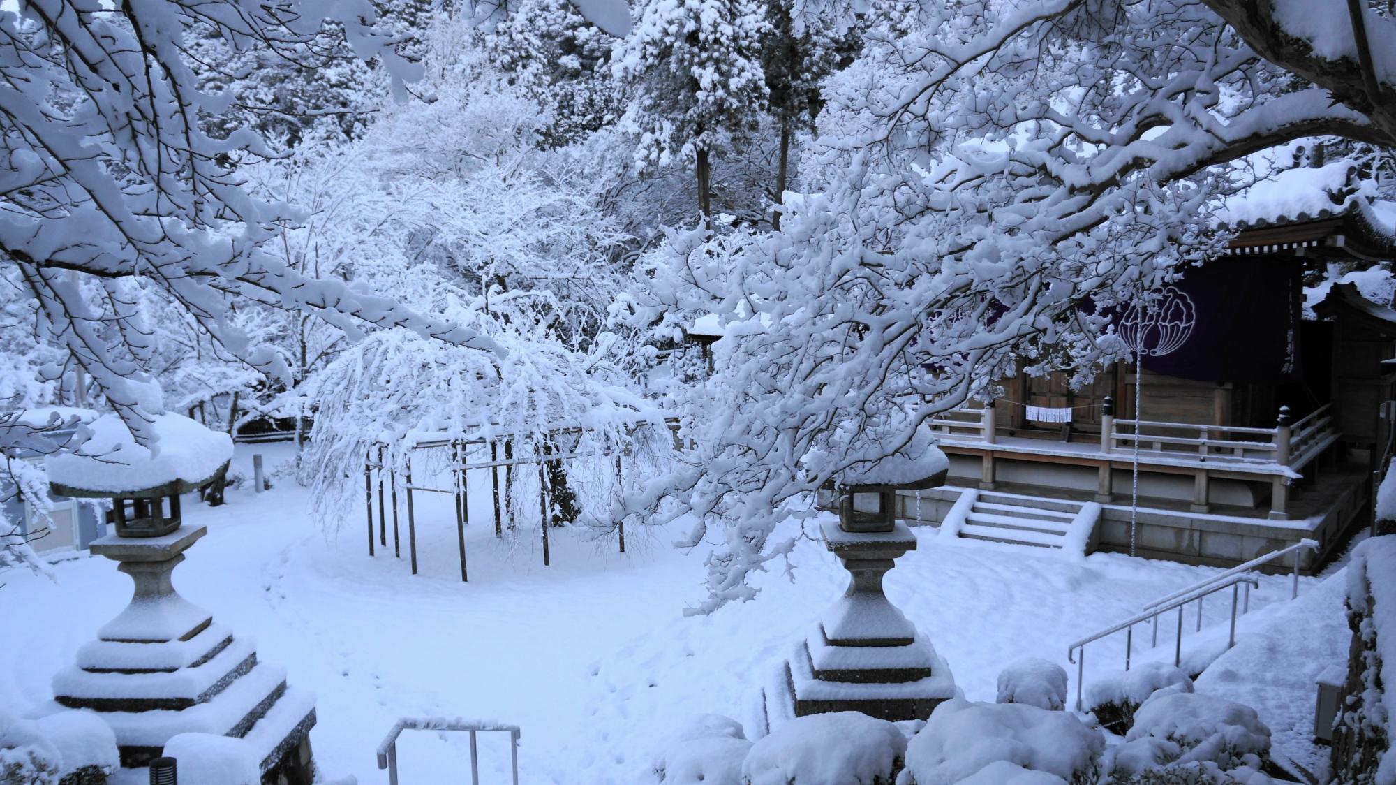 中興堂の雪景色