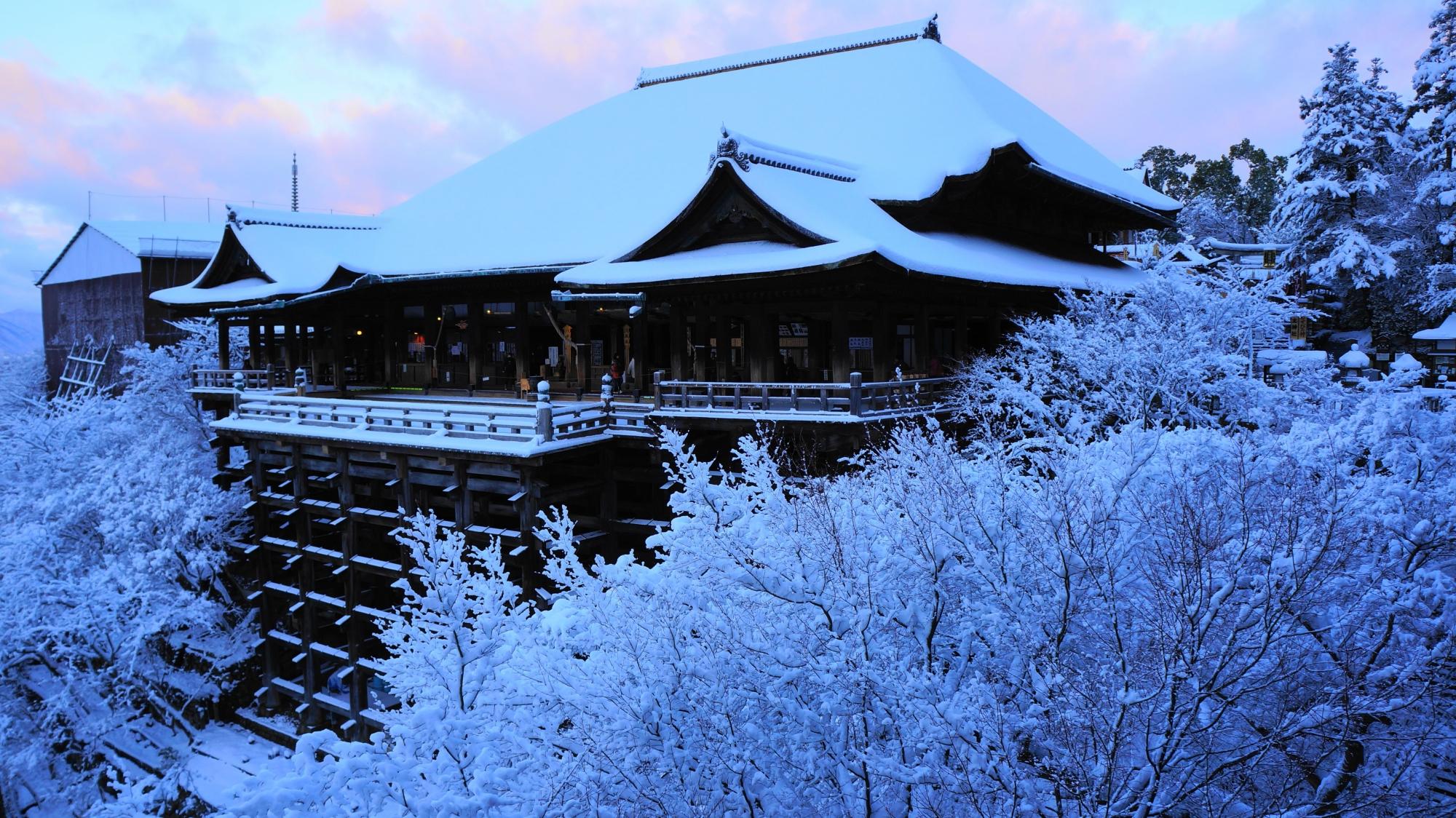 清水寺の一生もんの雪景色