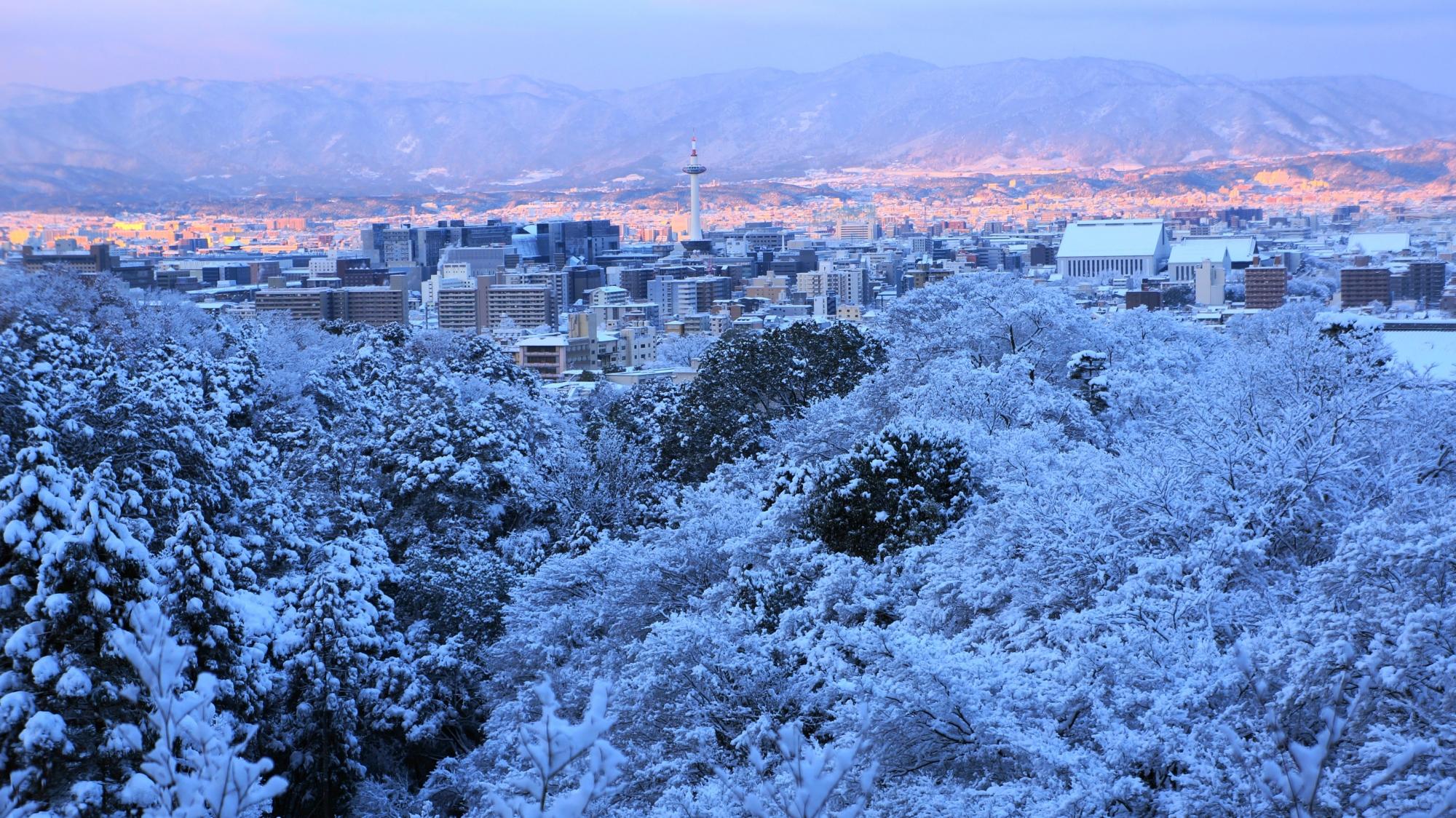清水寺から眺める絶品の雪景色と朝焼け