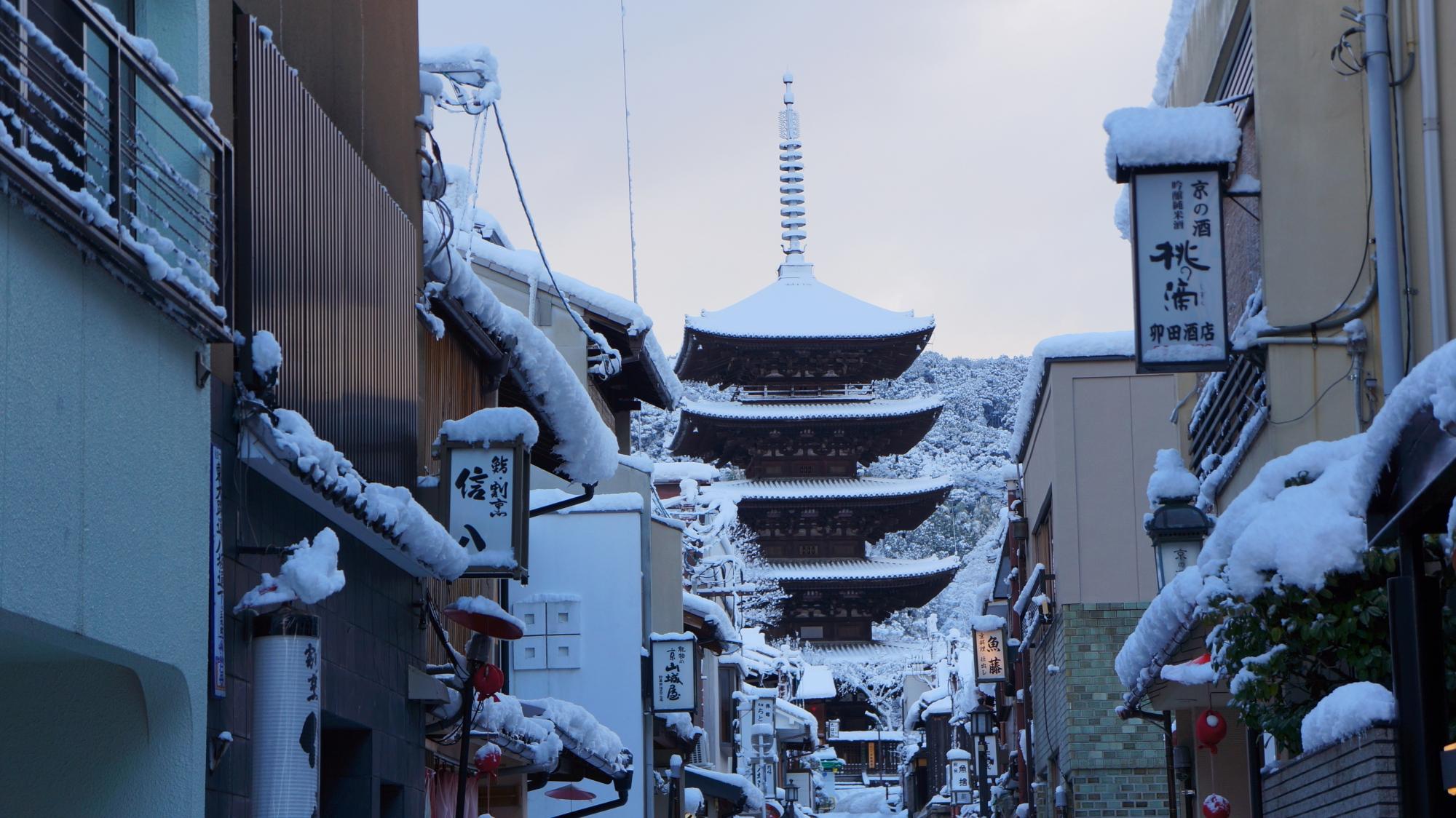 八坂の塔の素晴らしい雪景色
