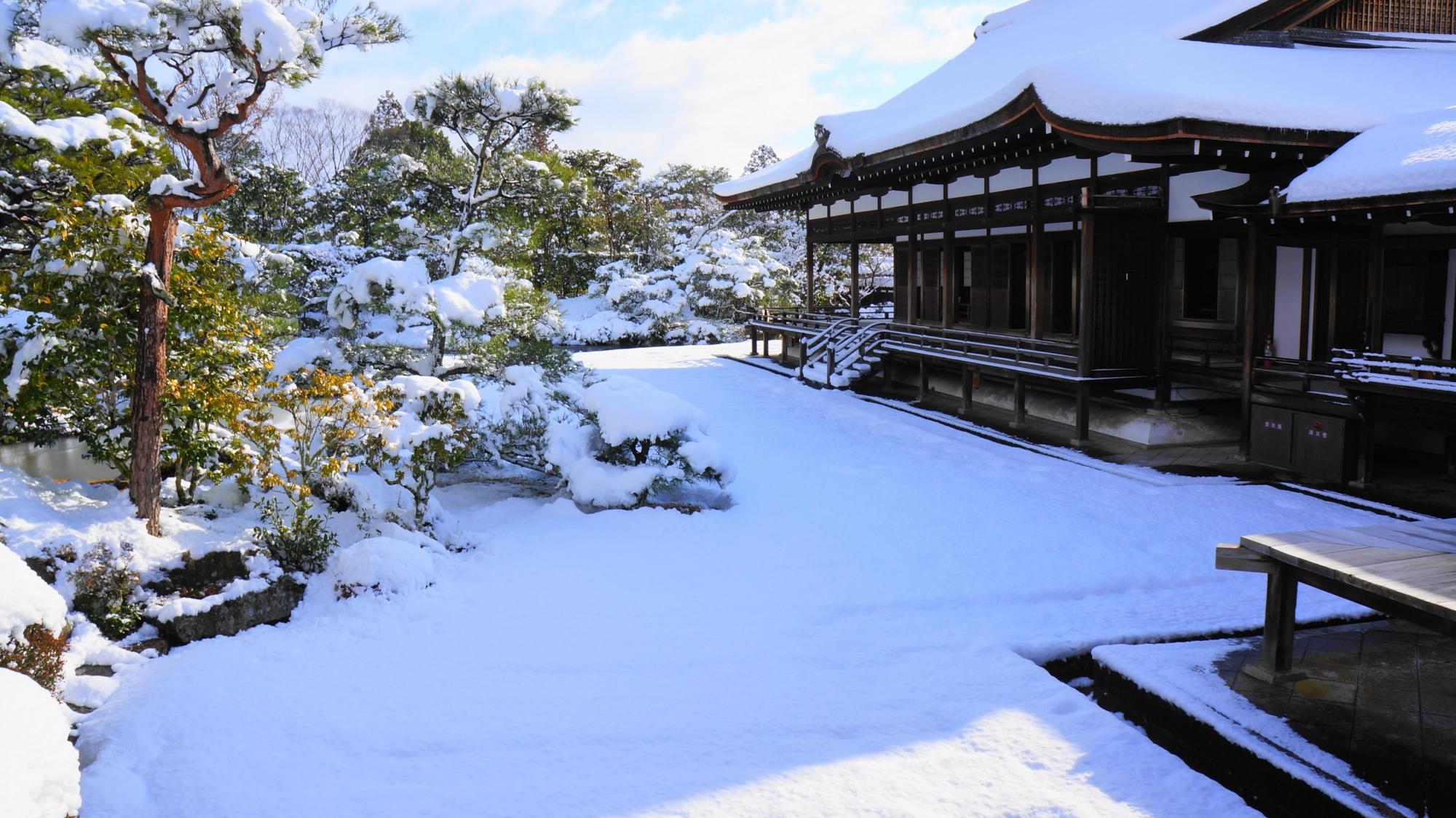 仁和寺の御殿北庭の雪景色