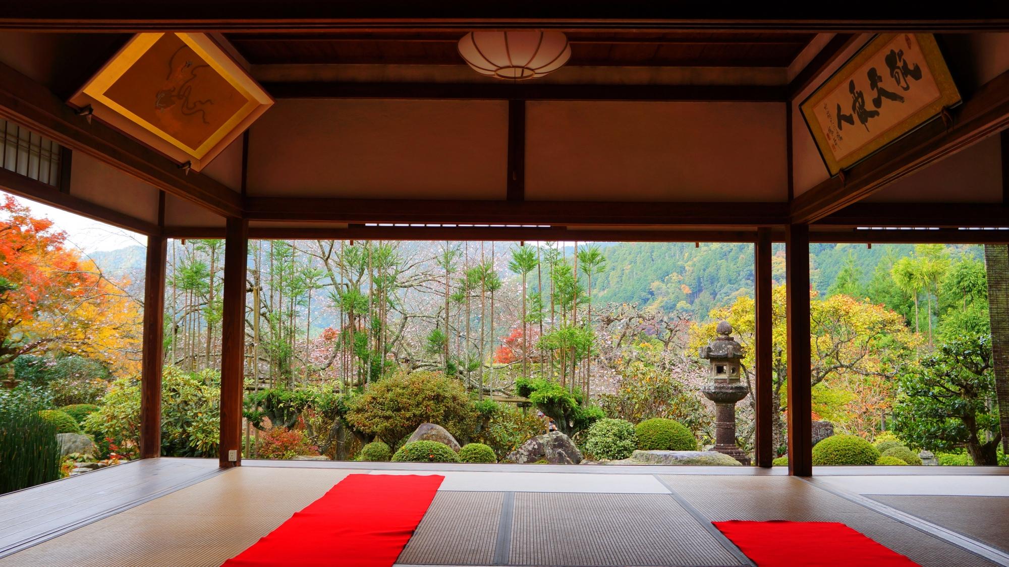 客殿から眺めた秋の旧理覚院庭園