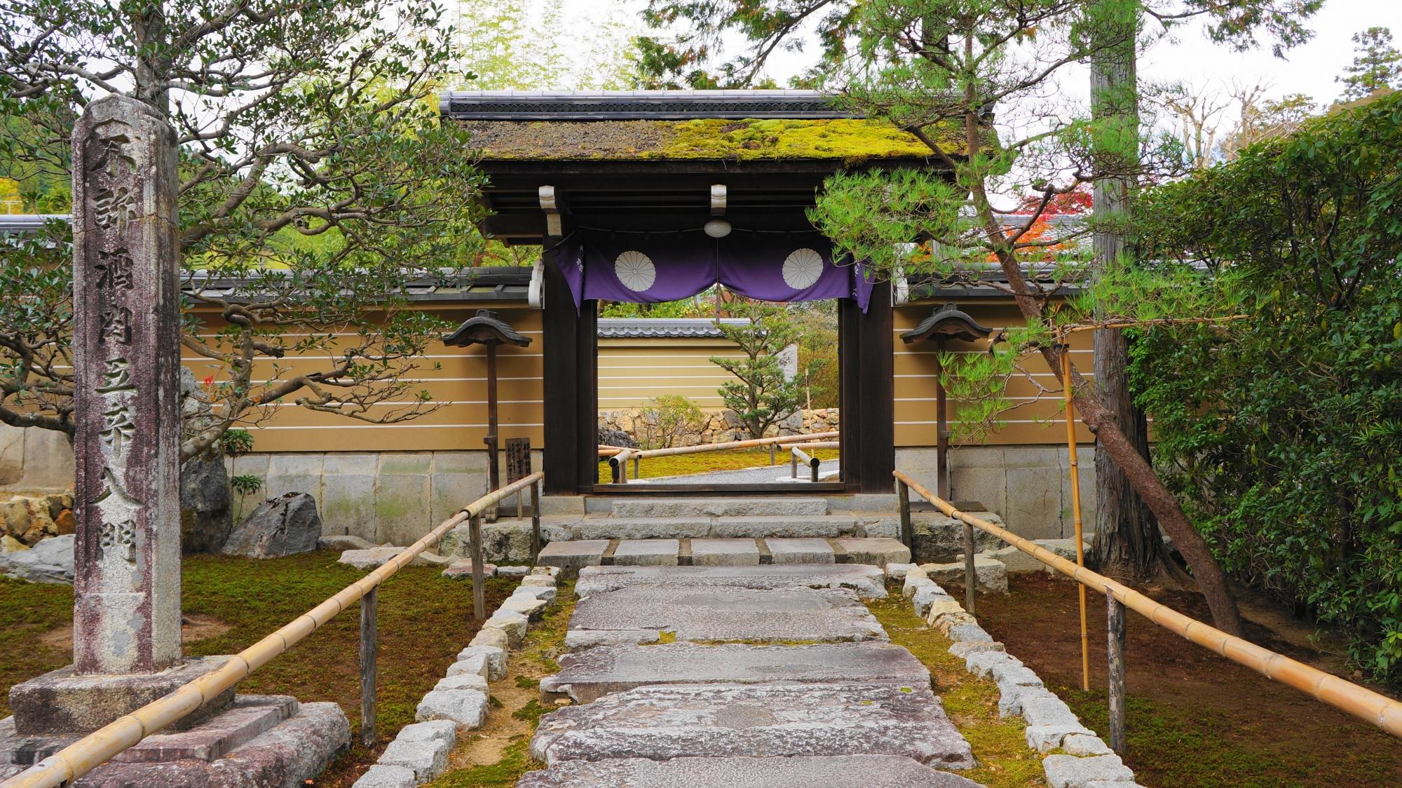 円通寺の山門