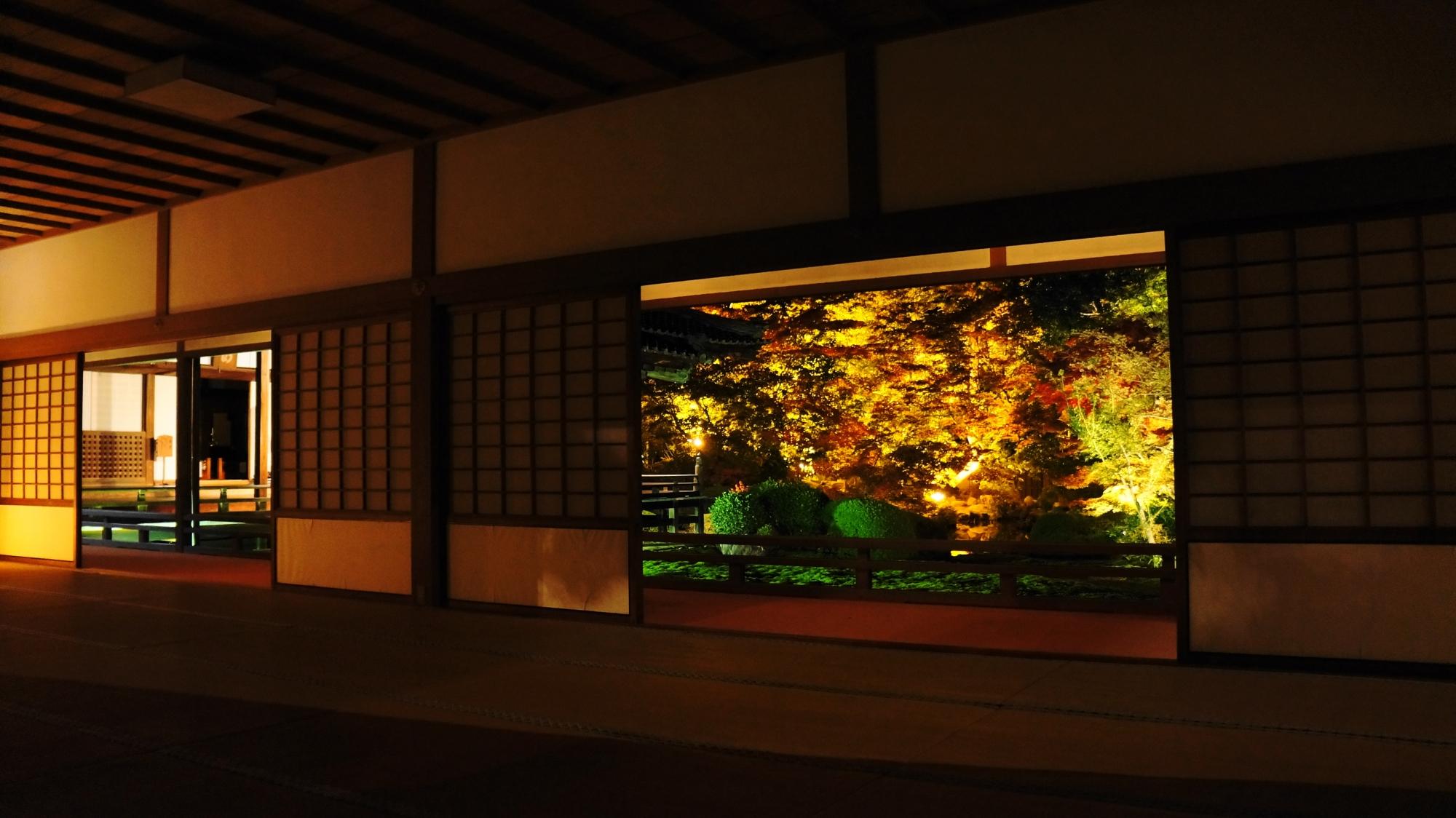随心院の素晴らしい紅葉ライトアップと秋の幻想的な情景