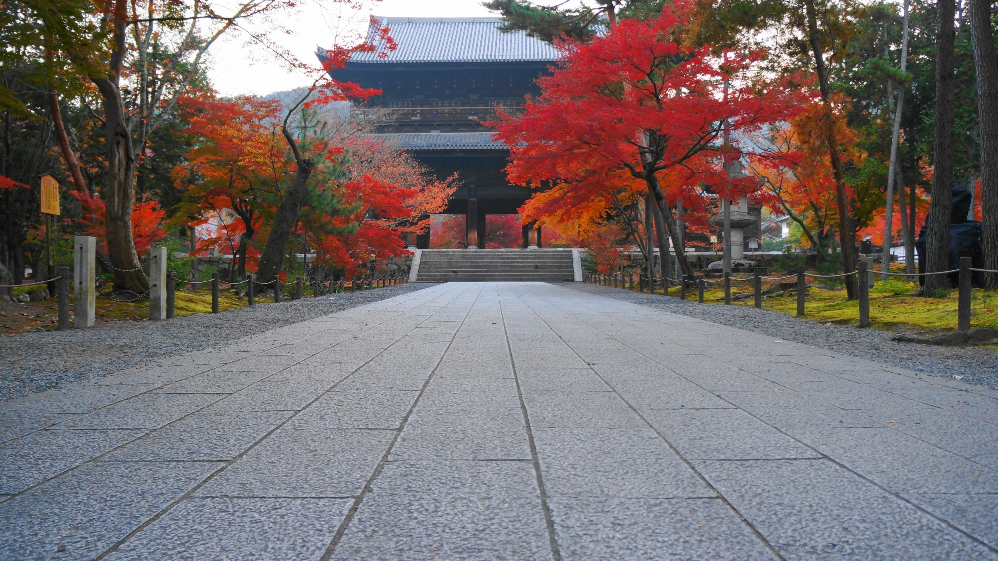 高画質 南禅寺 三門 紅葉 写真