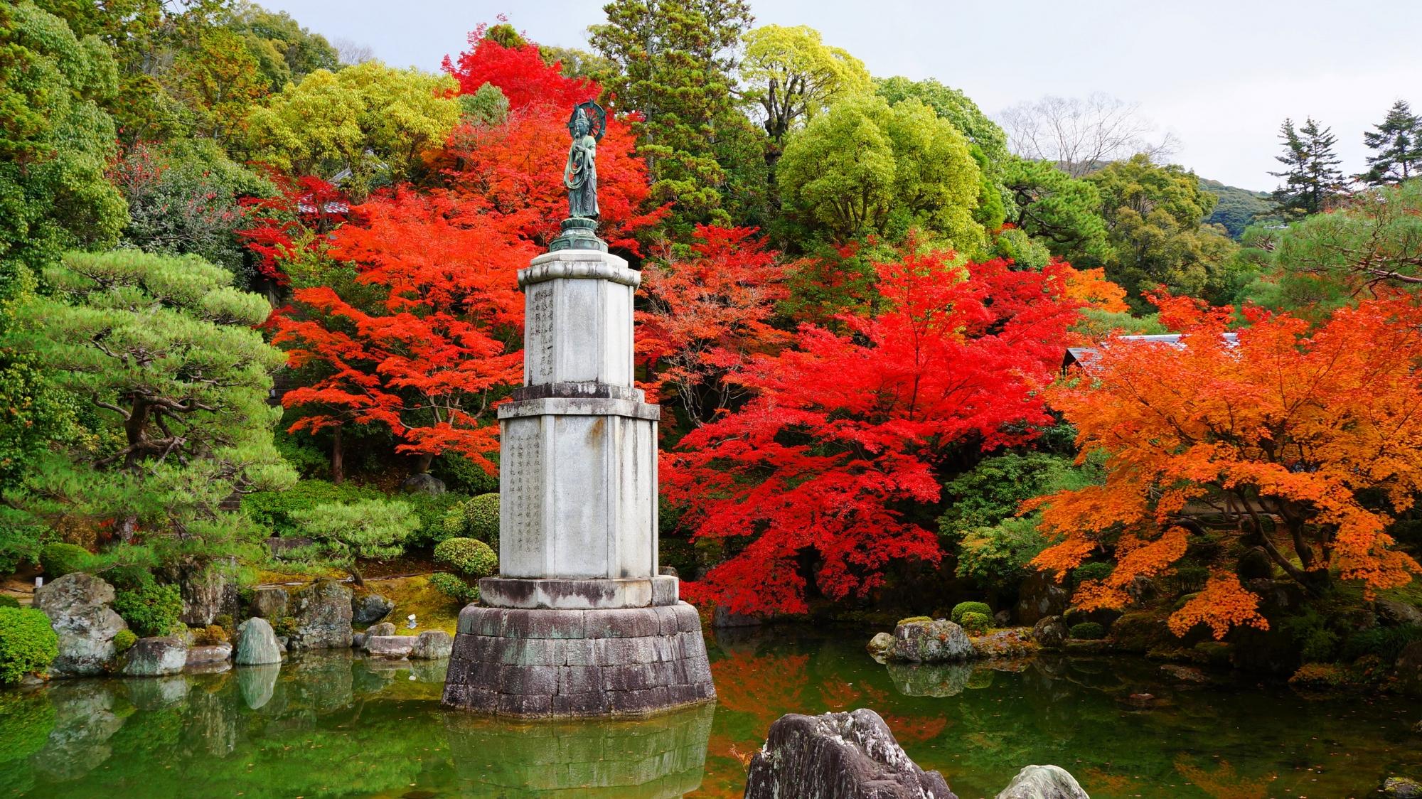 友禅苑の補陀落池と紅葉