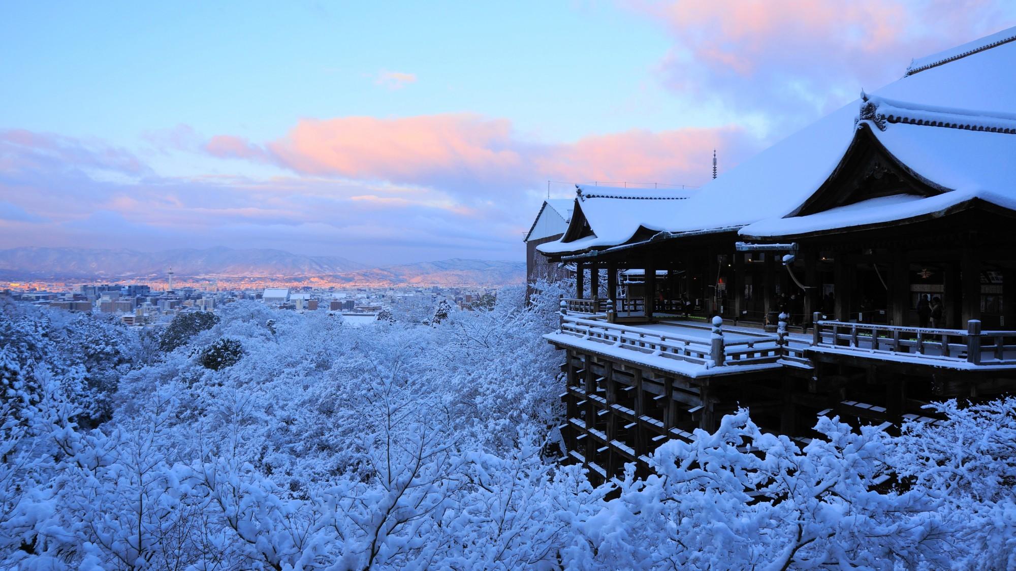 清水寺 雪 朝焼けの舞台と極上の冬景色