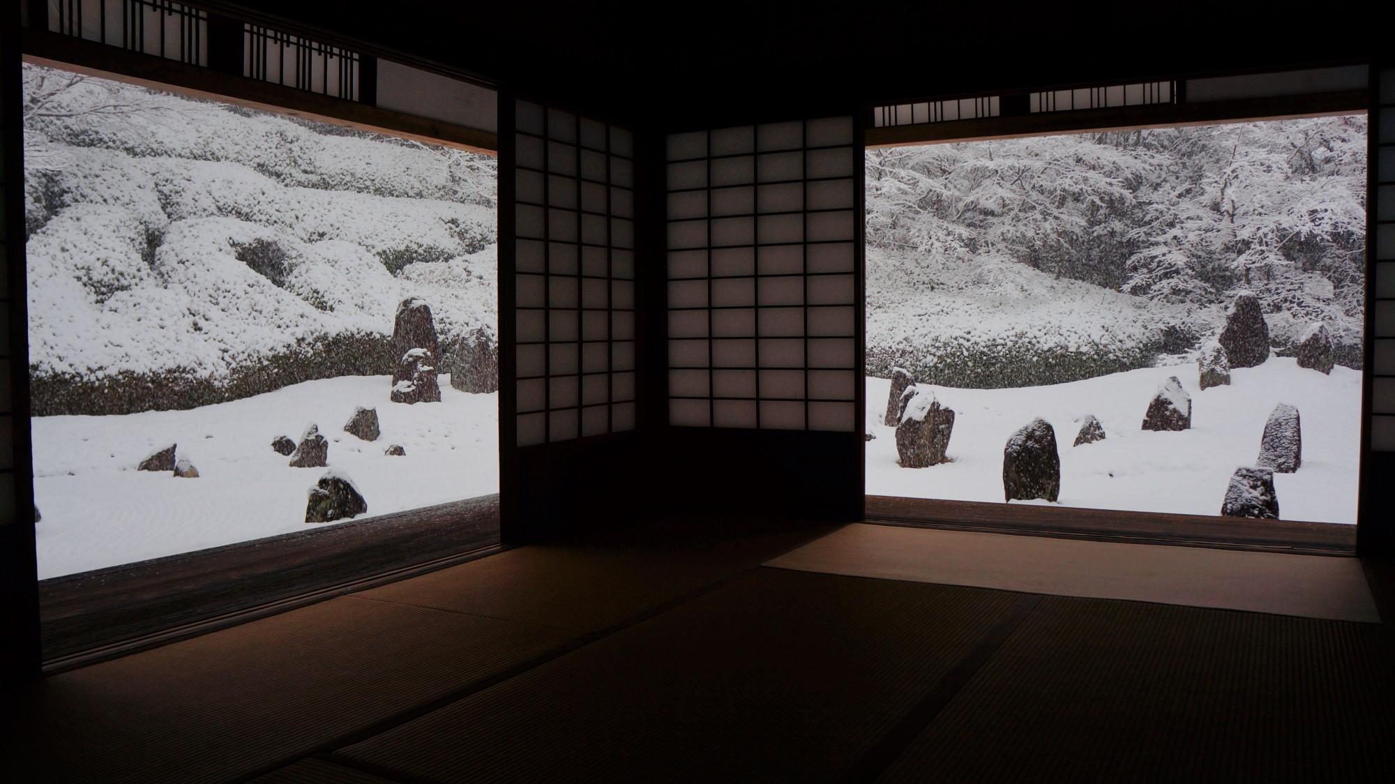 光明院 雪 銀世界の冬の日本庭園