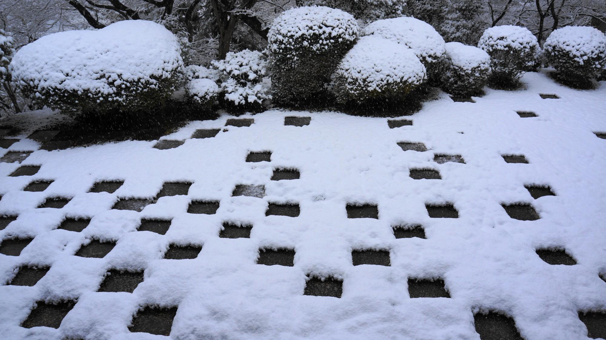 東福寺 方丈庭園 雪 多彩な庭園の冬景色