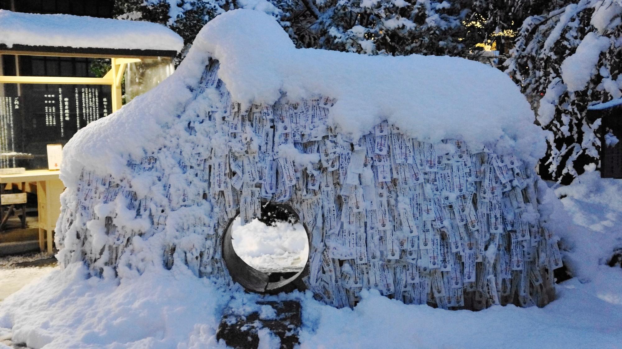 安井金比羅宮 雪 縁切り神社の厳かな冬景色