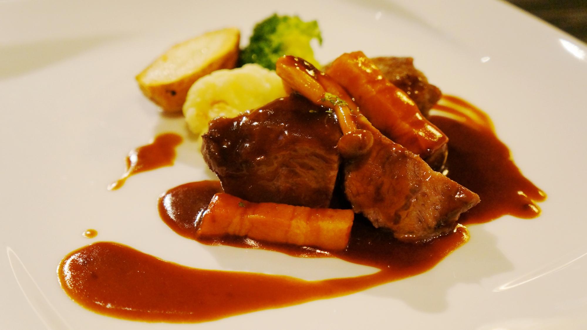 御幸町の京町家レストラン キャメロンの特選牛肉の旨味凝縮トロトロ赤ワイン煮込み