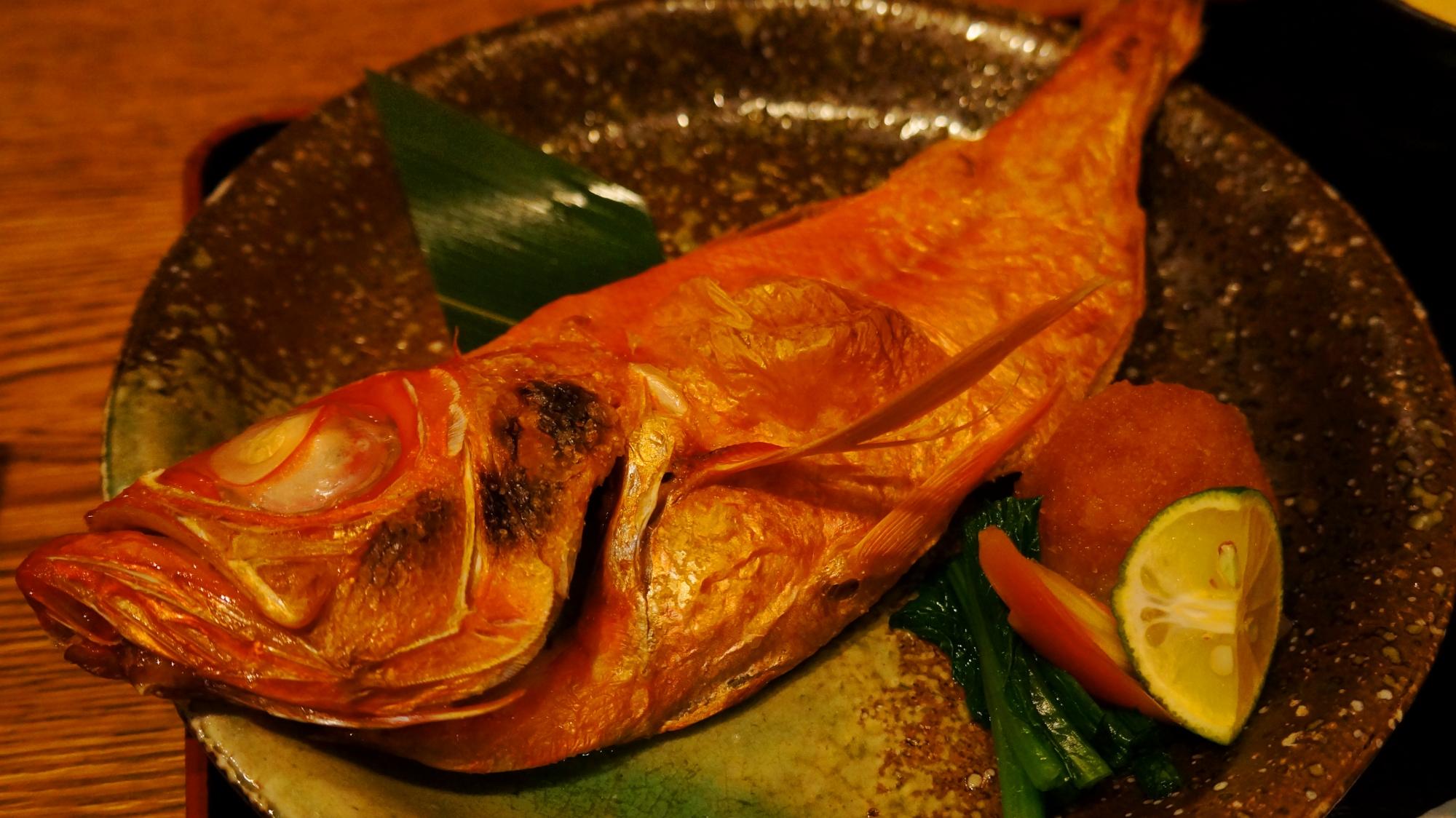 京都富小路の天然鮮魚と有機野菜の鱗(UROKO)の金目鯛の塩焼