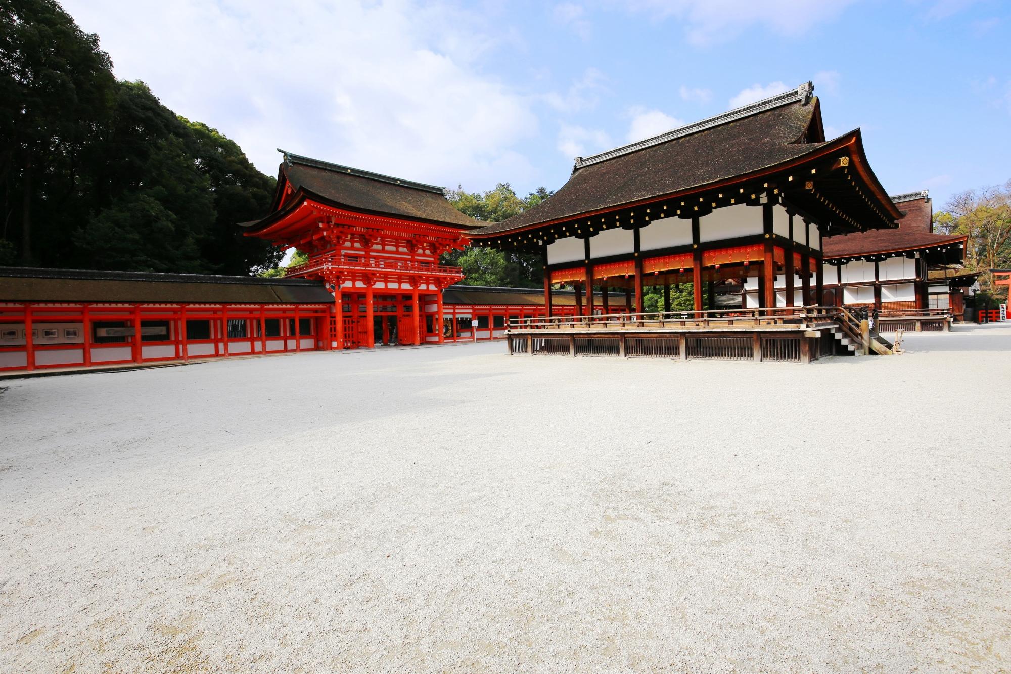 下鴨神社の舞殿(まいどの)と楼門