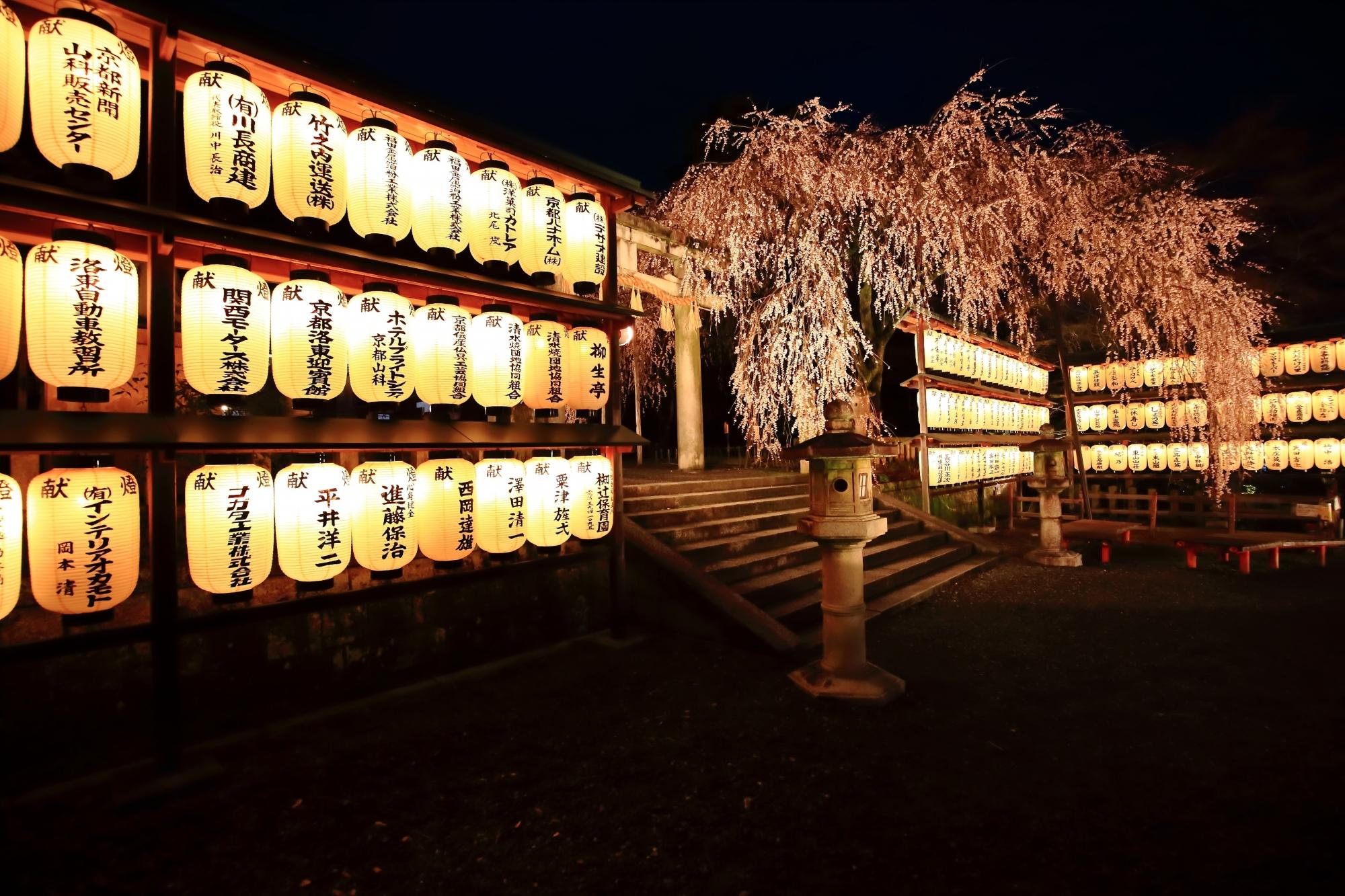 幻想的な雰囲気が漂う大石神社