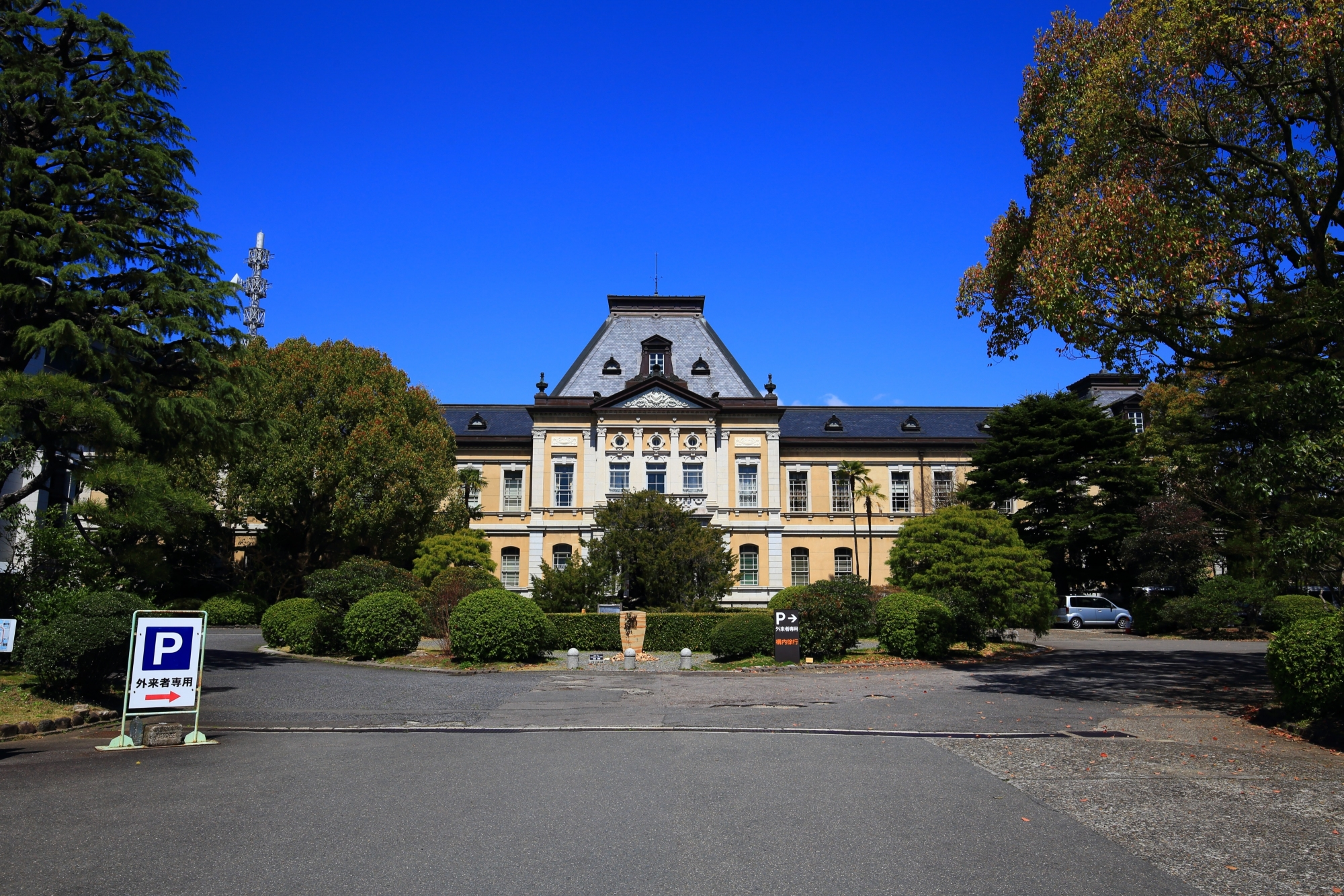 京都府庁旧本館の正面