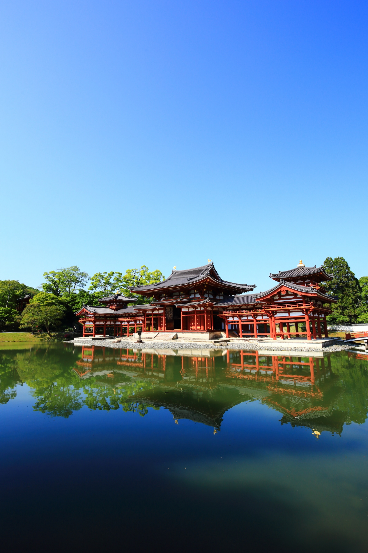 天気が良い時の鳳凰堂と青空の綺麗な水鏡