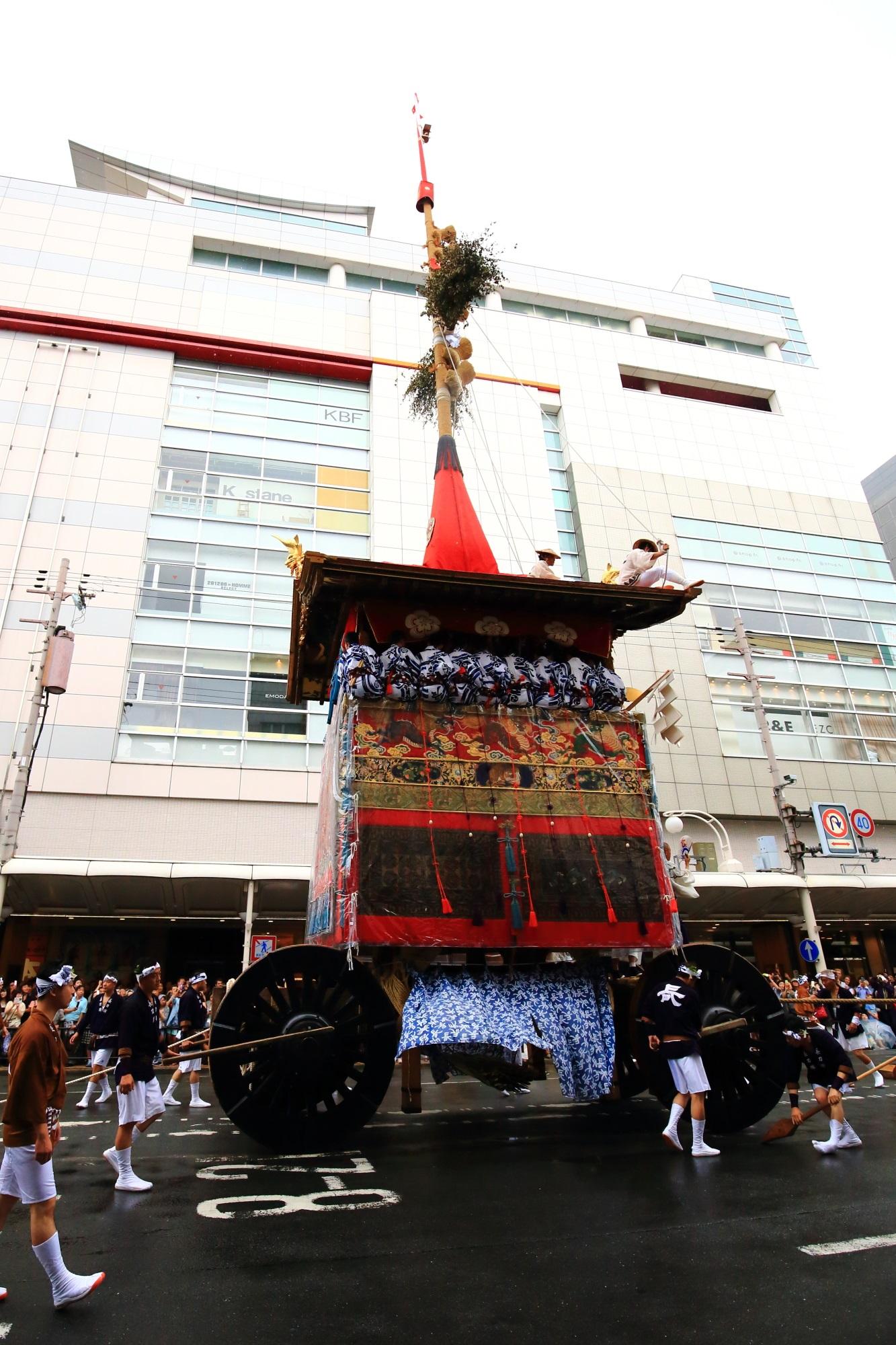 祇園祭の山鉾巡行の長刀鉾(なぎなたほこ) 7月17日