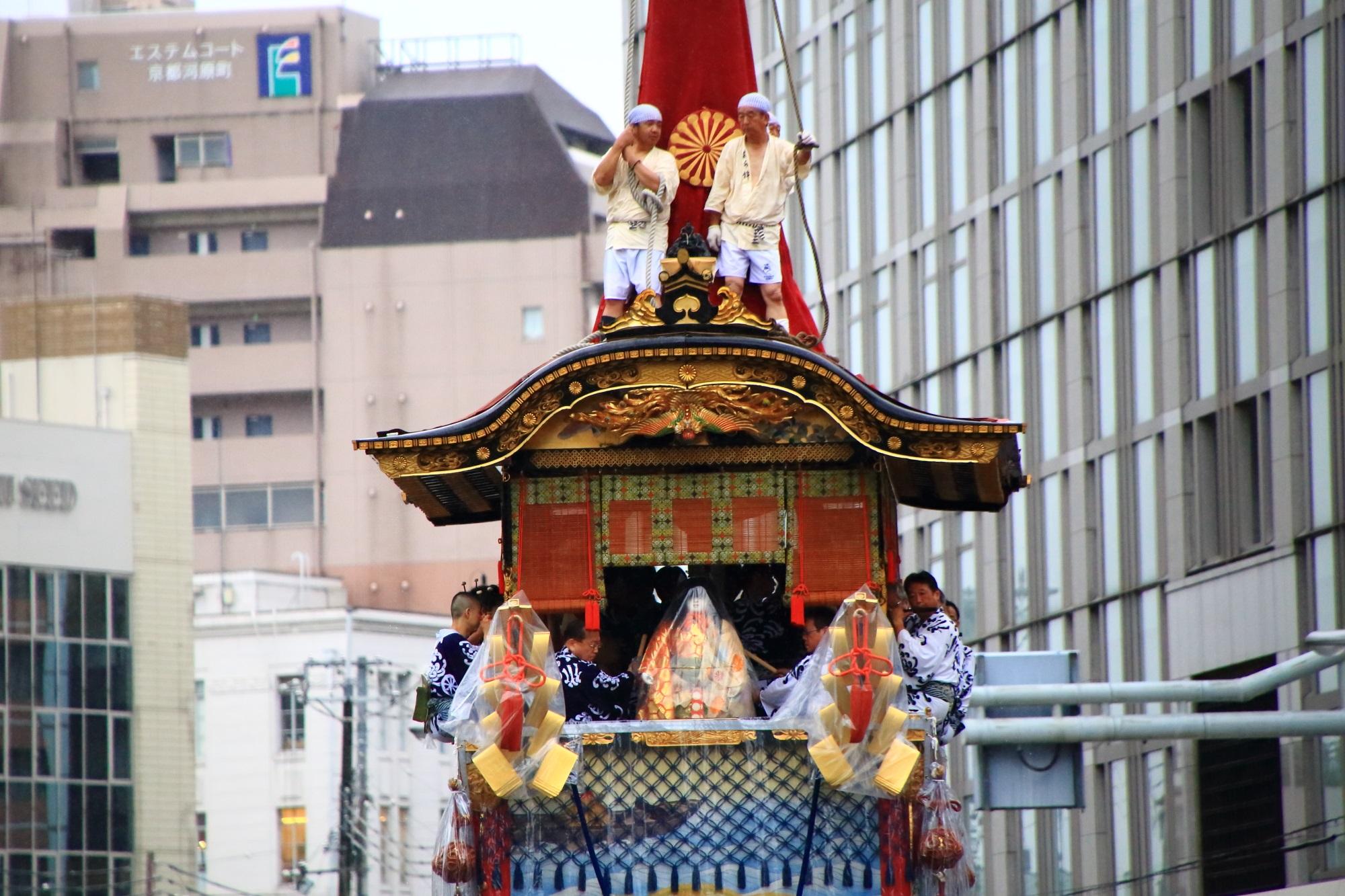 京都祇園祭の山鉾巡行の菊水鉾