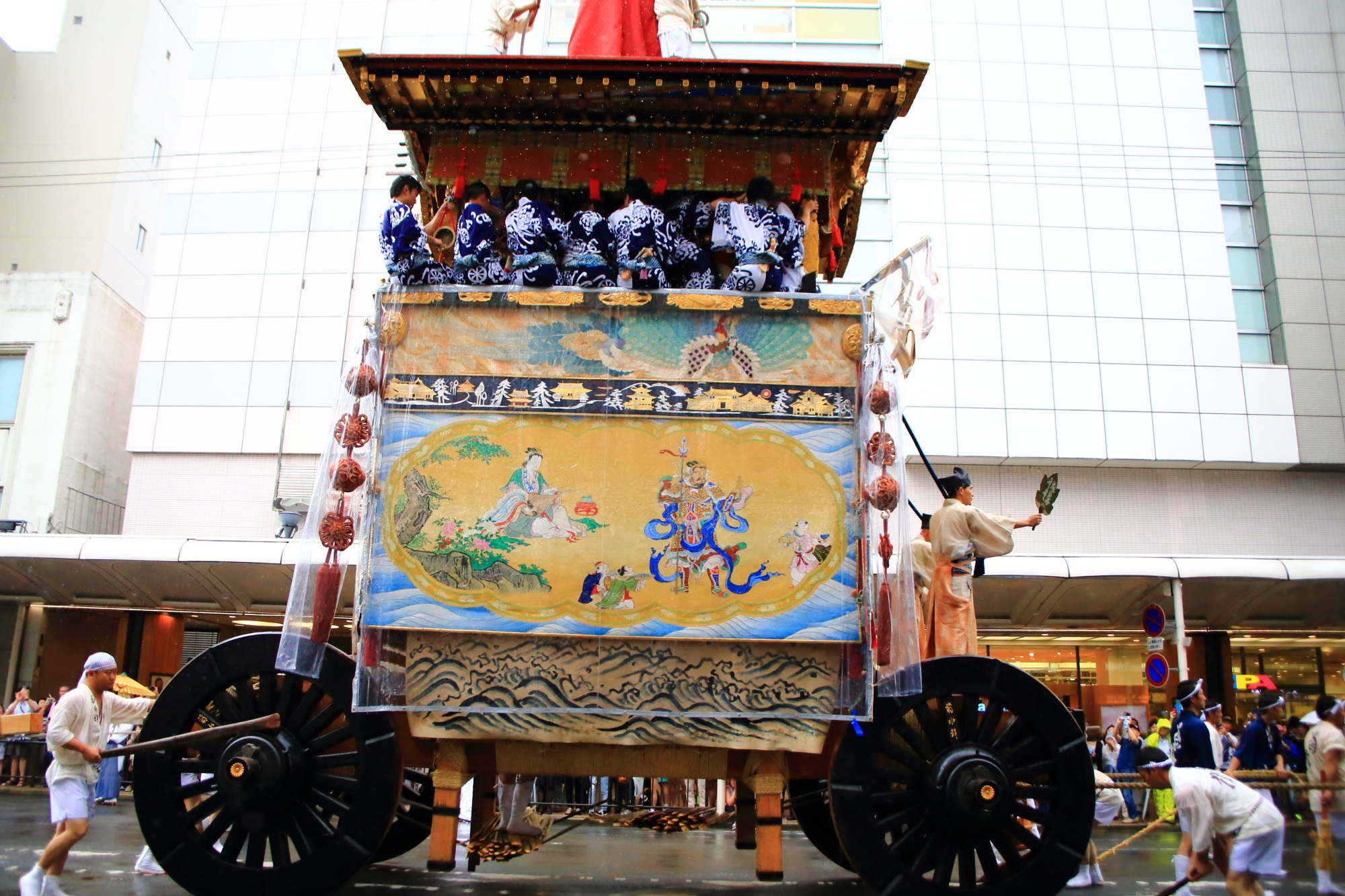 祇園祭の山鉾巡行(前祭)の菊水鉾(きくすいほこ)