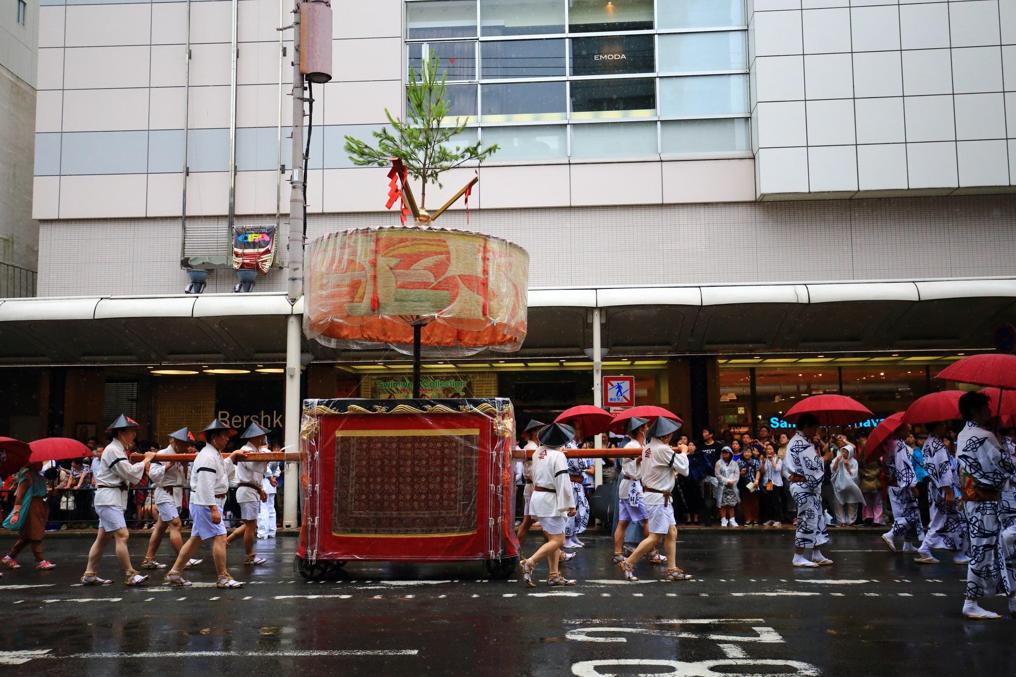 祇園祭の山鉾巡行の四条傘鉾