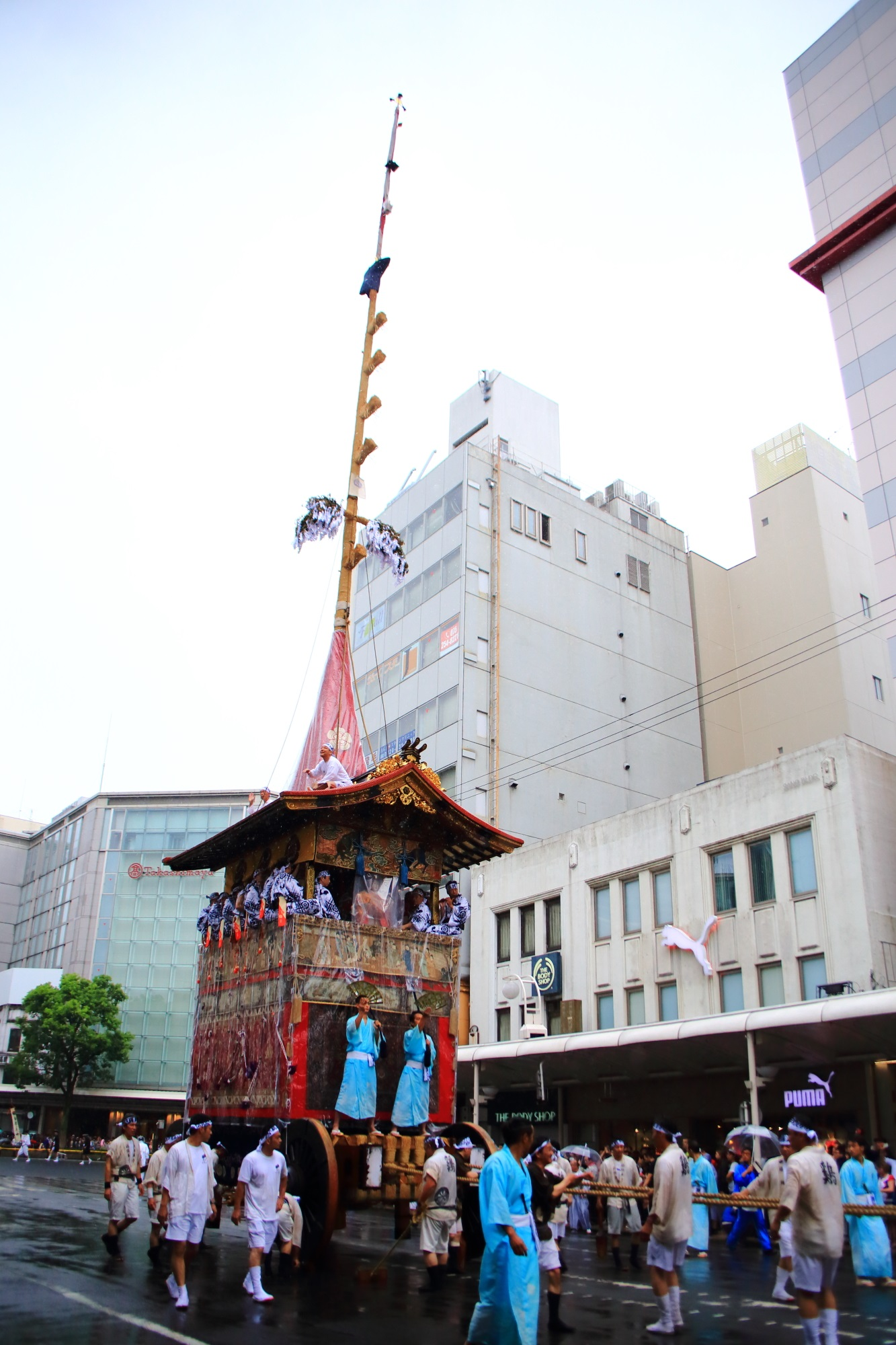 祇園祭山鉾巡行の鶏鉾(にわとりほこ)