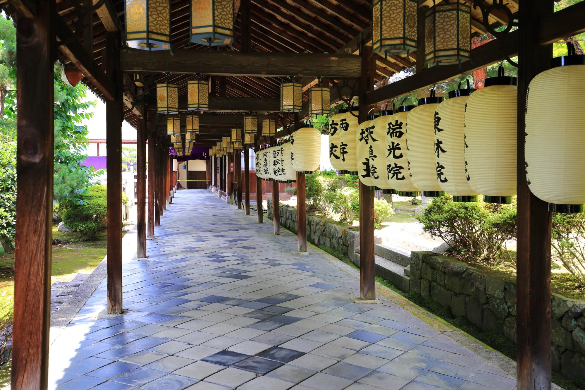 伽藍をつなぐ萬福寺の趣きある回廊