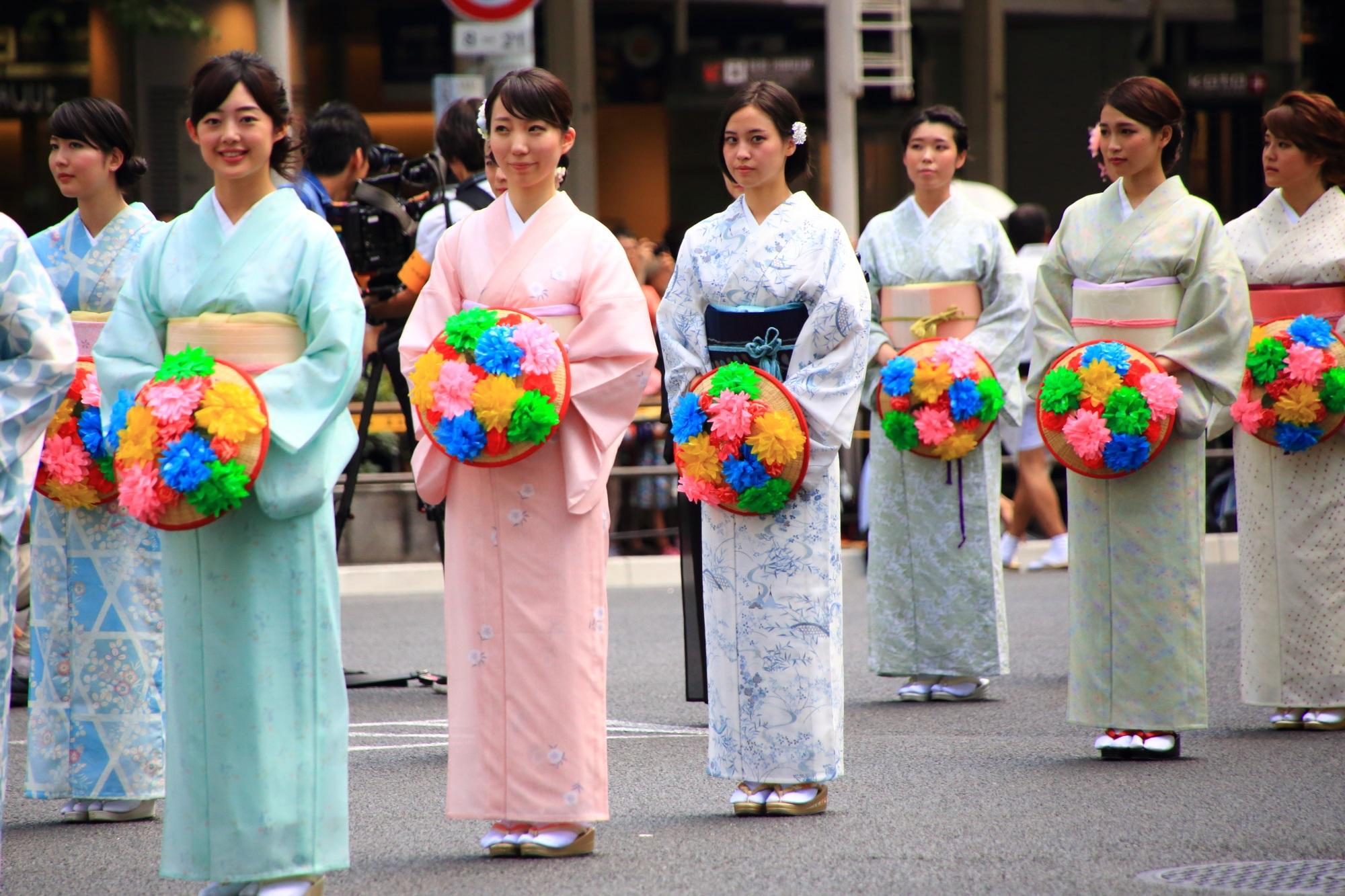 祇園祭の花傘巡行の花傘娘 7月24日