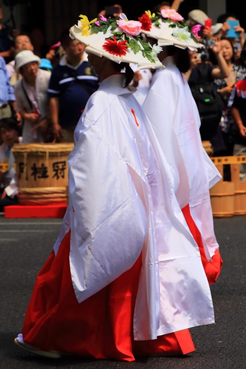 祇園祭の花傘巡行の神饌行列